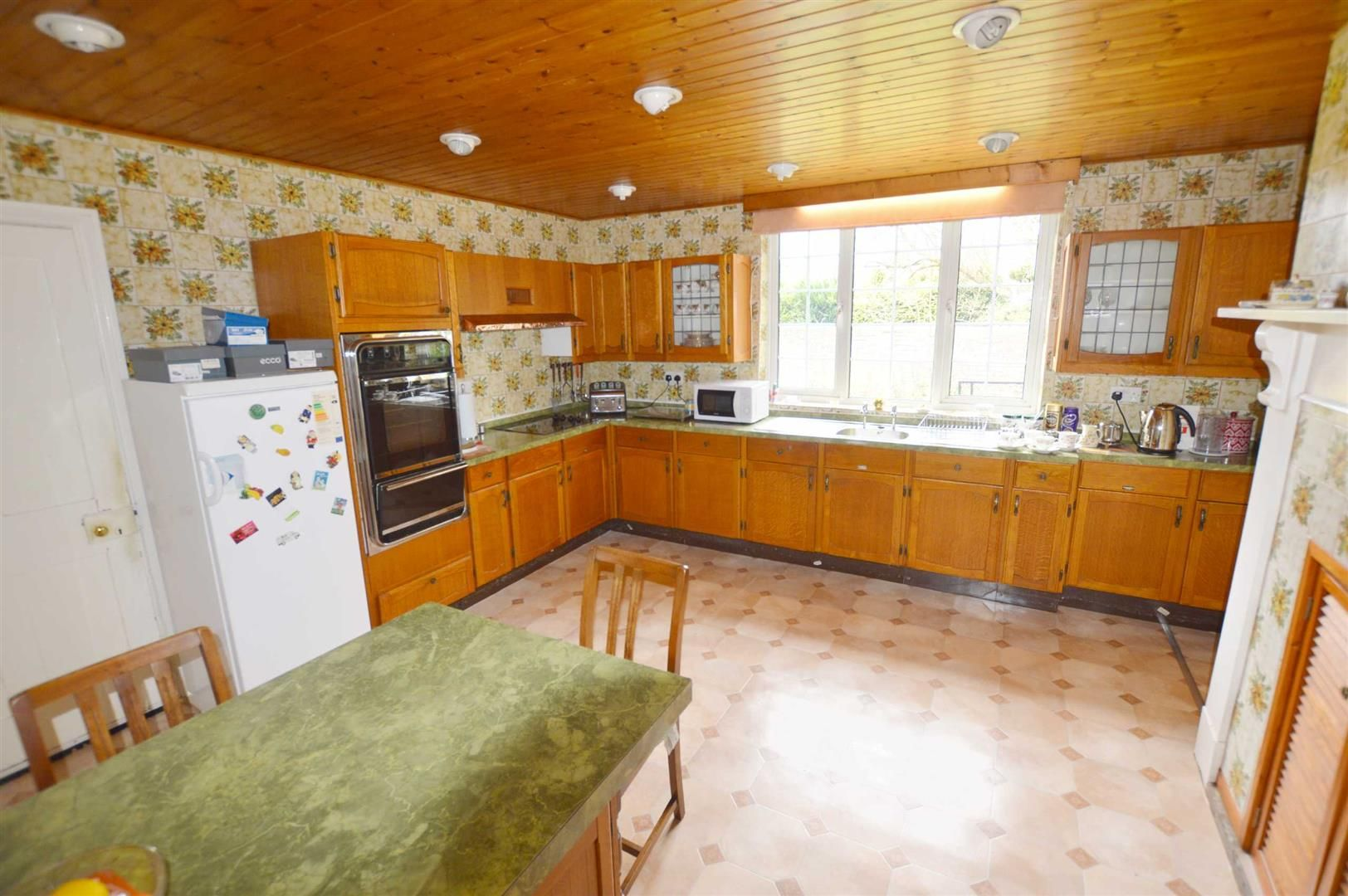 6 bed semi-detached for sale in Leominster 2