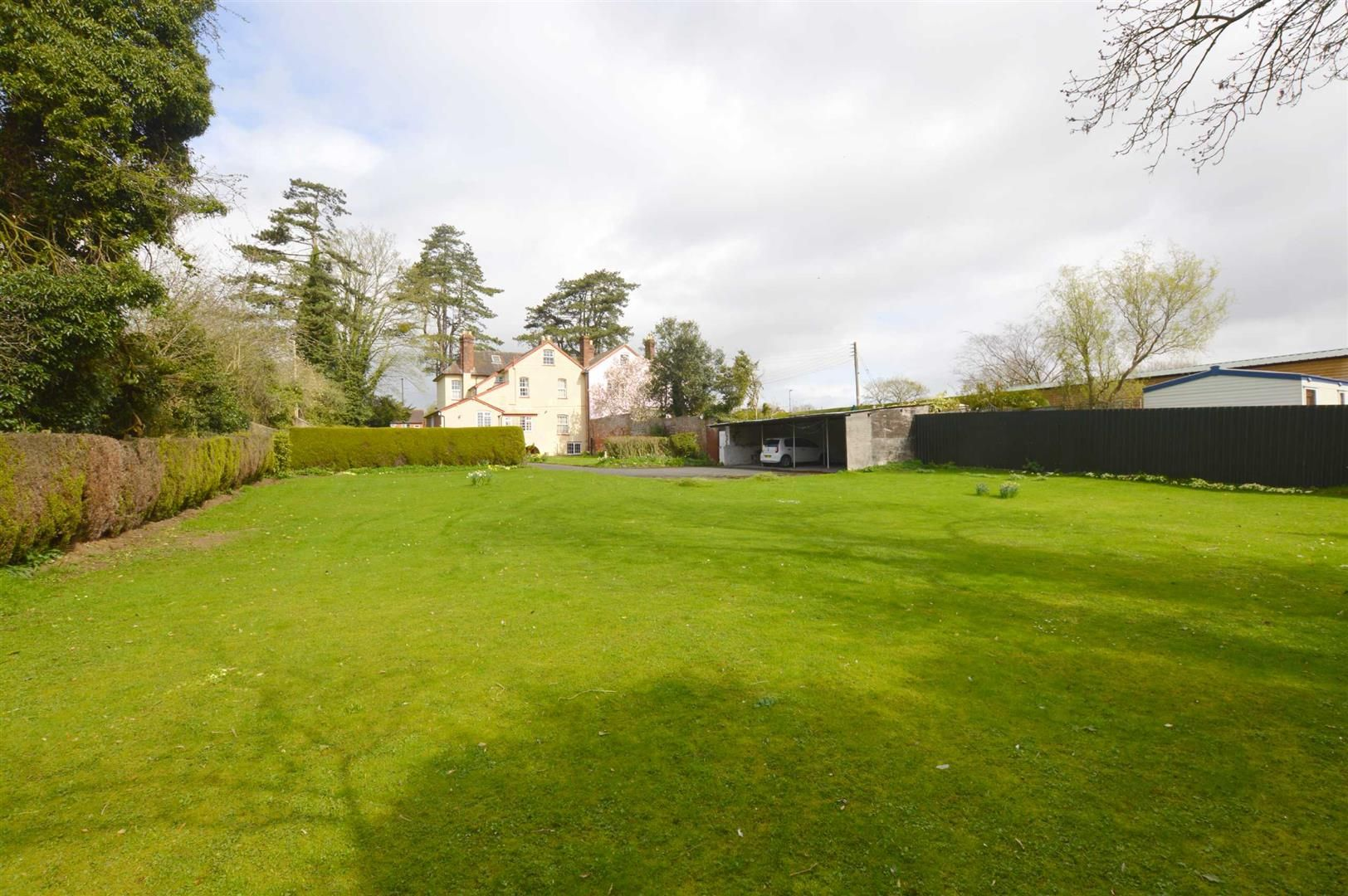 6 bed semi-detached for sale in Leominster 7