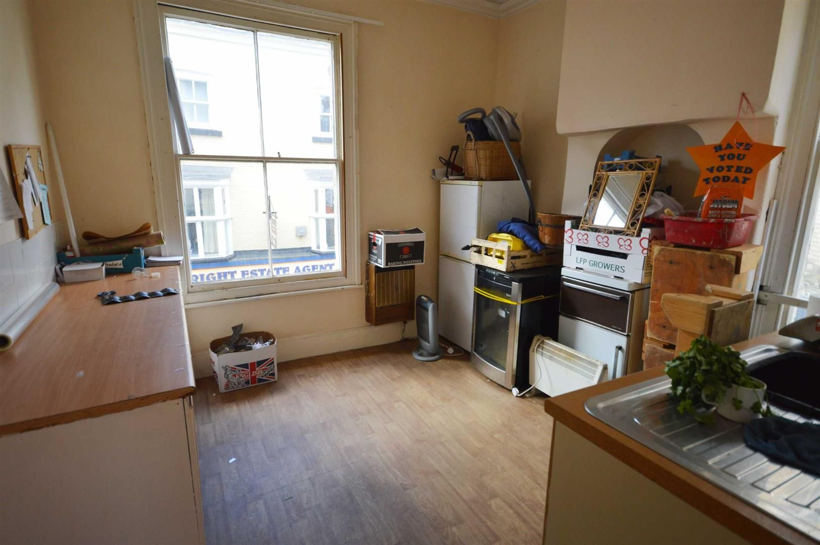 3 bed  for sale in Leominster 6