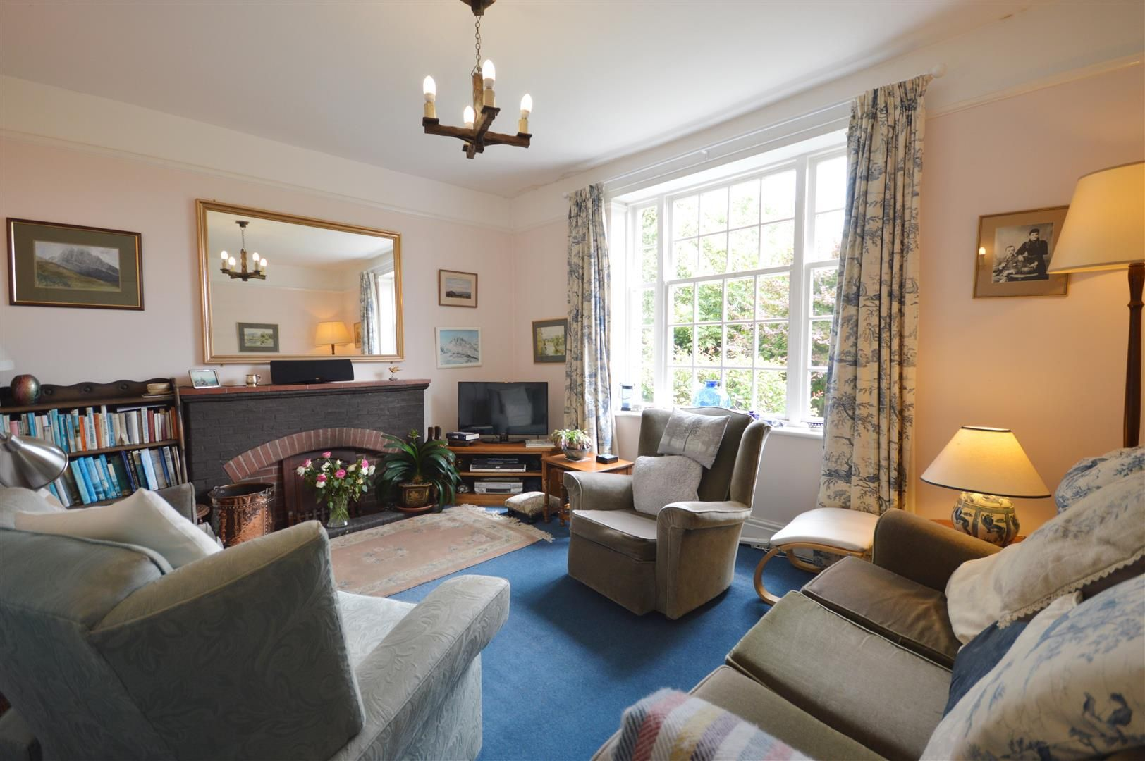 4 bed house for sale in Monkland  - Property Image 3