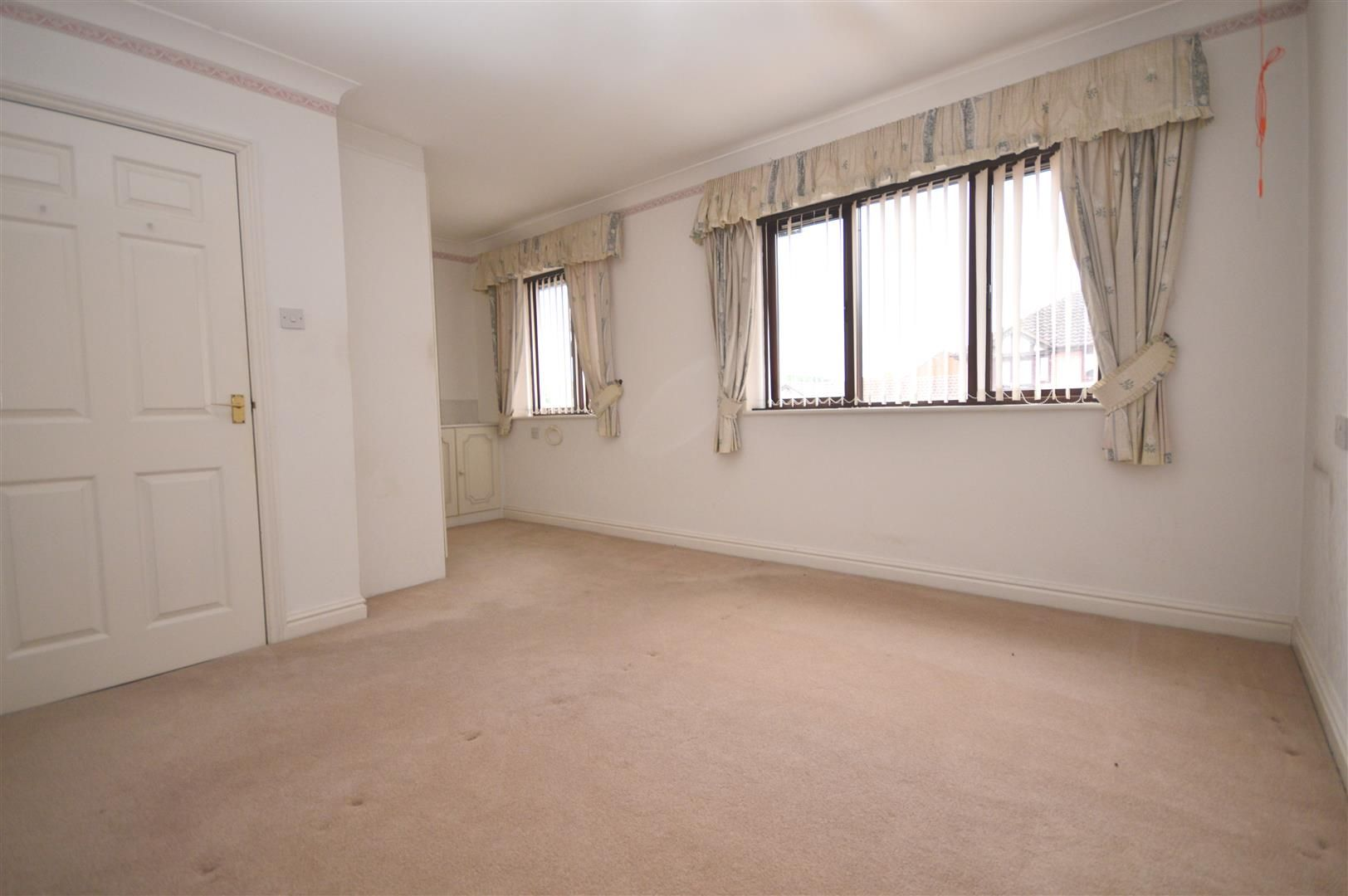 2 bed end-of-terrace for sale in Belmont 2