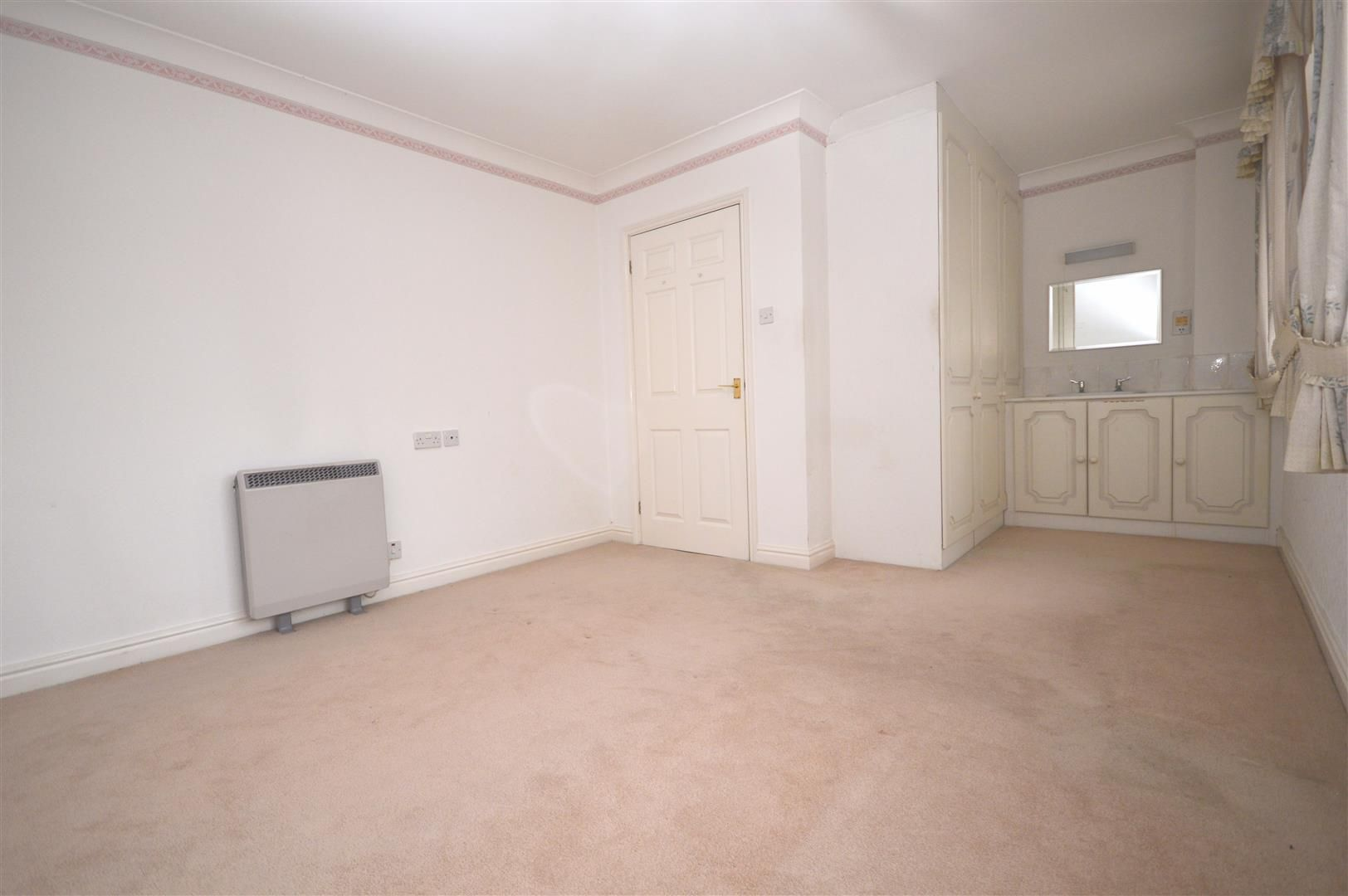 2 bed end of terrace for sale in Belmont 3