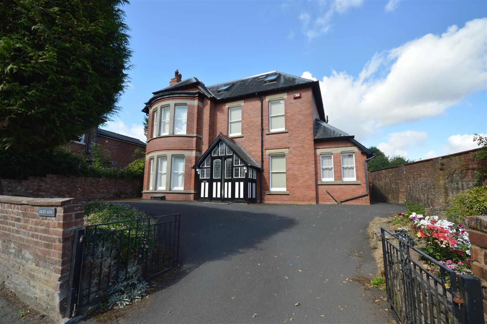 6 bed detached for sale in Leominster 1