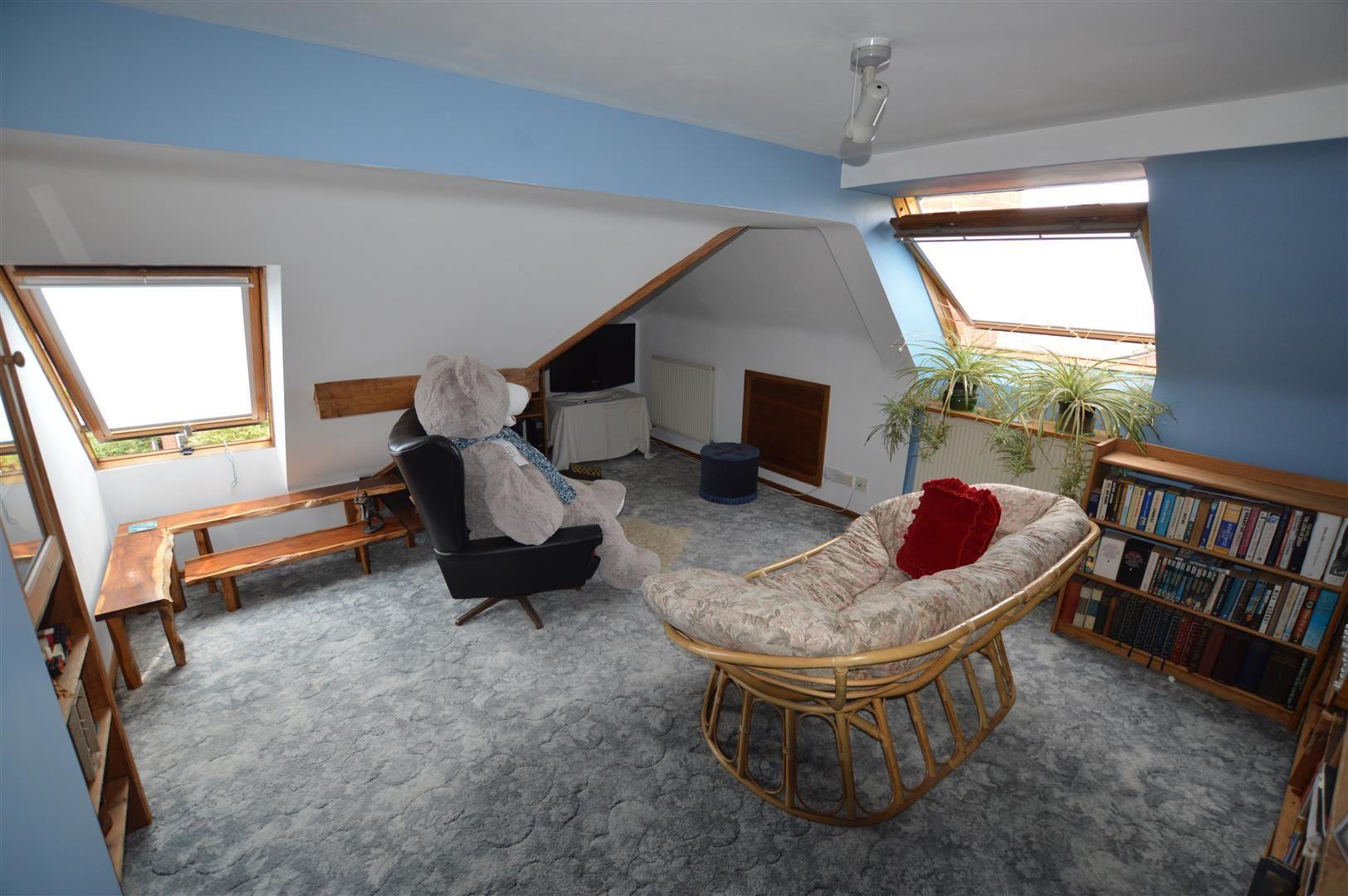 6 bed detached for sale in Leominster 9