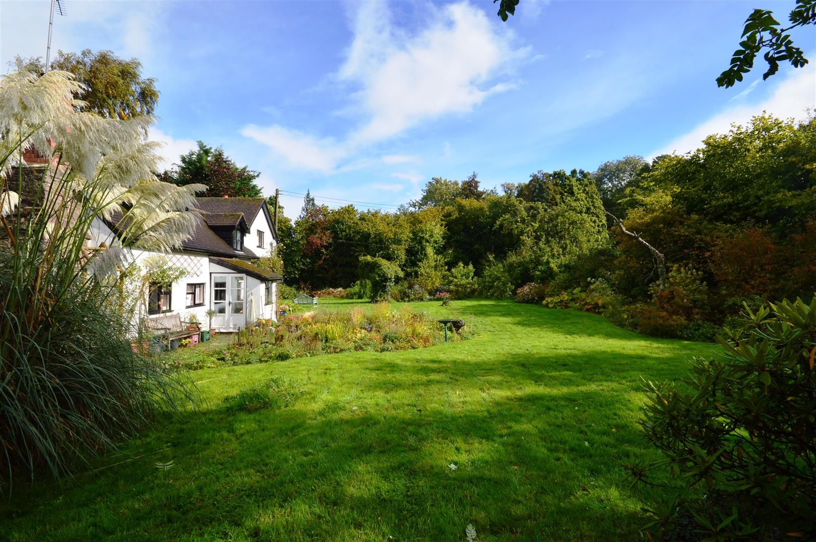 3 bed cottage for sale in Ledgemoor 2