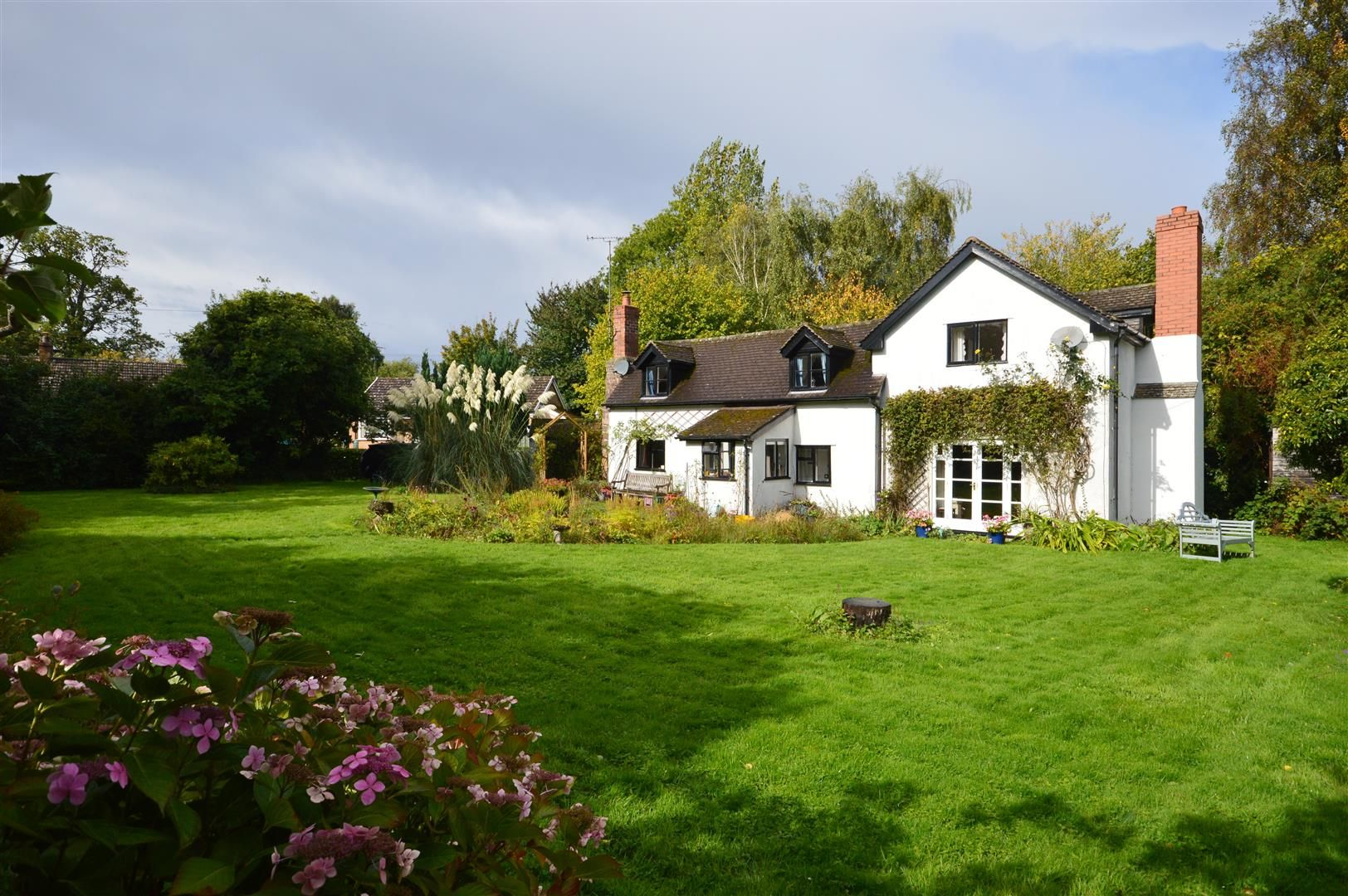 3 bed cottage for sale in Ledgemoor 11