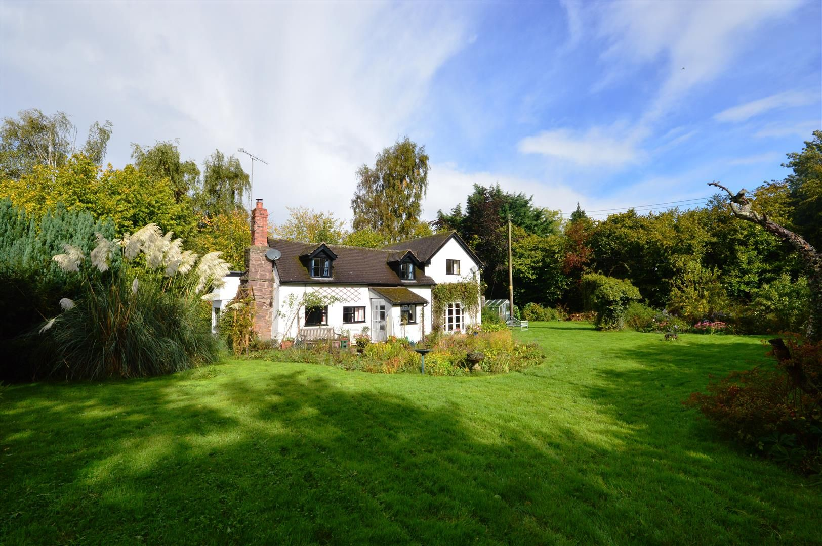 3 bed cottage for sale in Ledgemoor 12