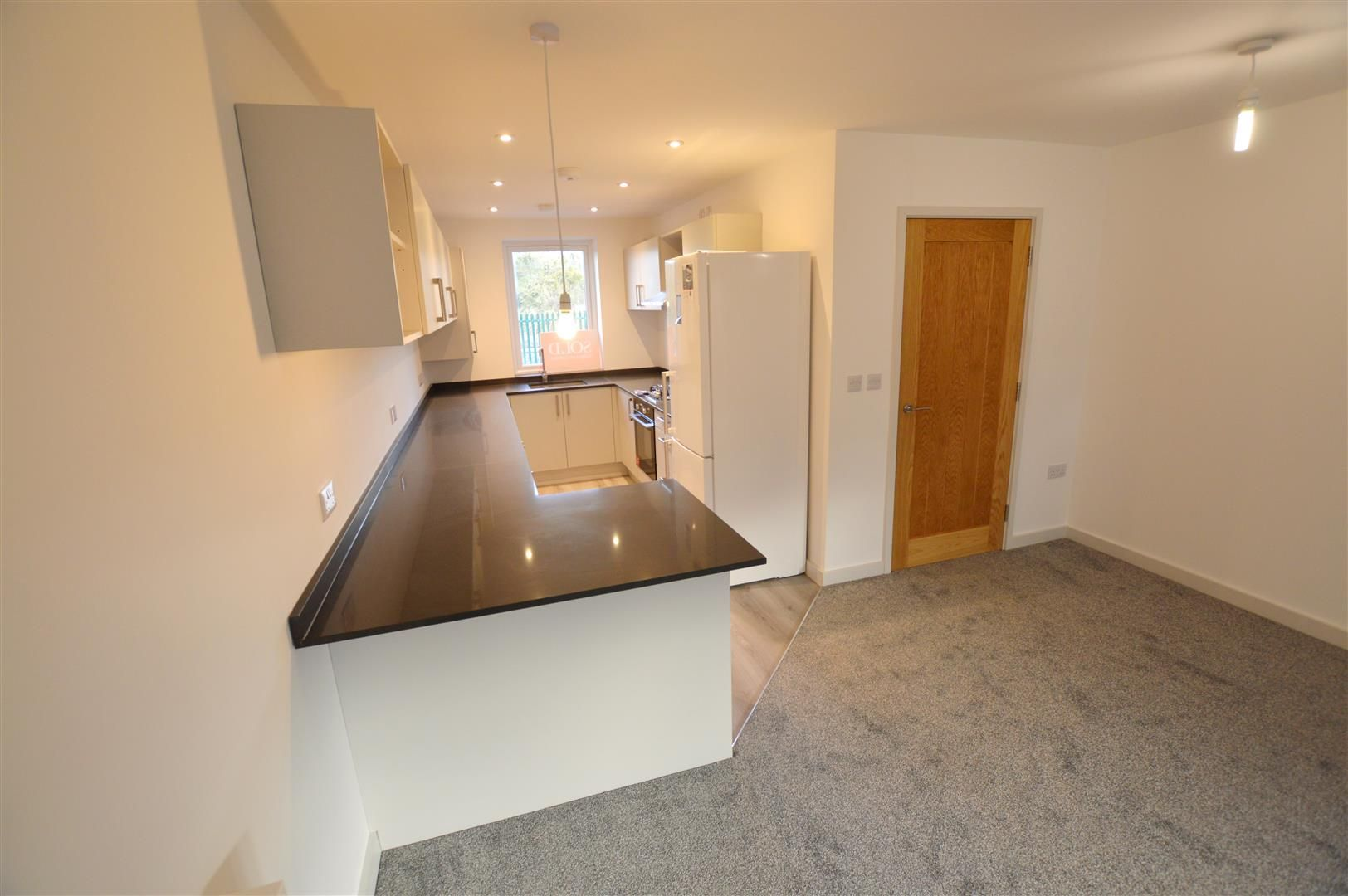 3 bed end-of-terrace for sale in Leominster 8