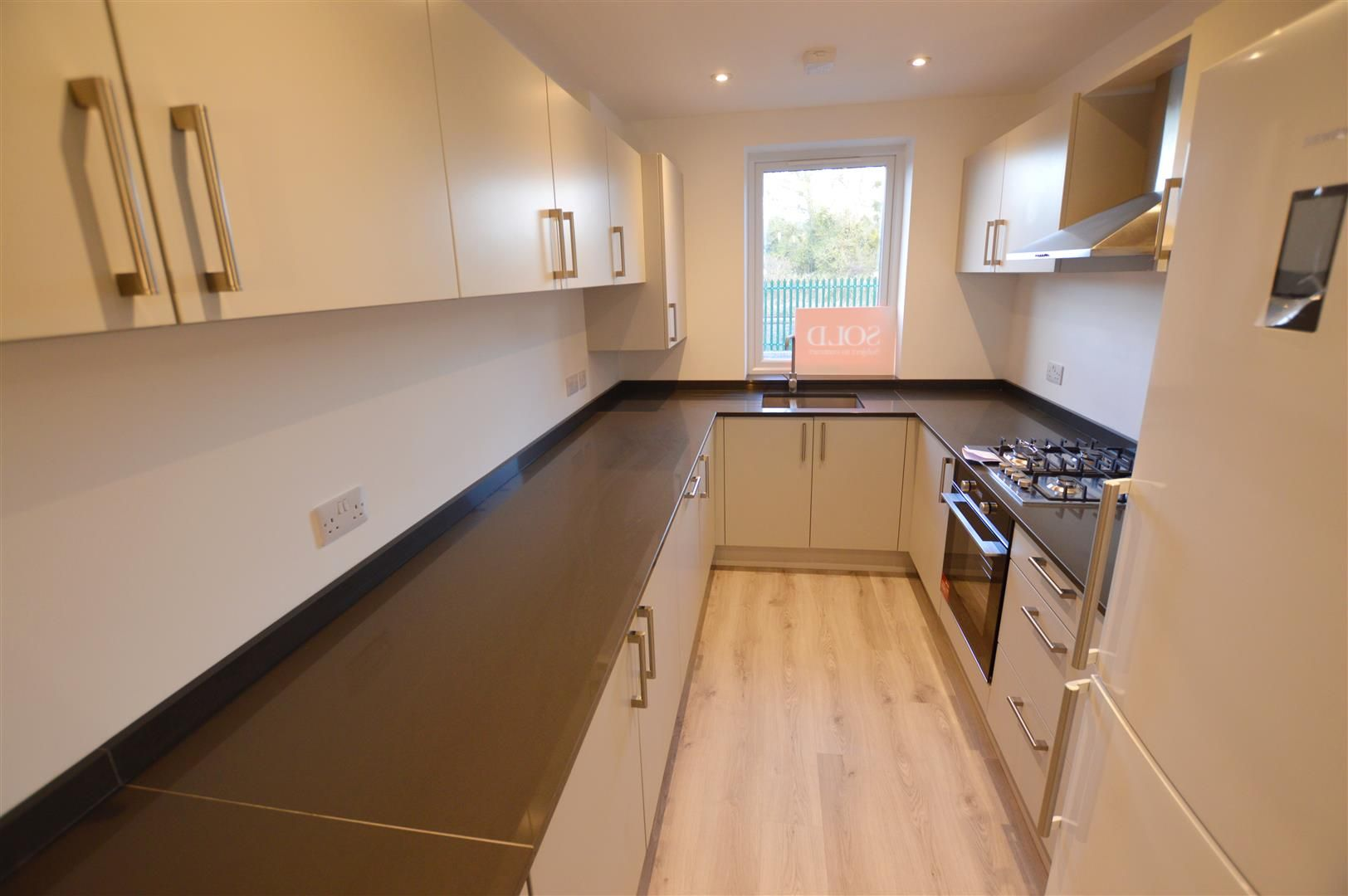 3 bed terraced for sale in Leominster 2