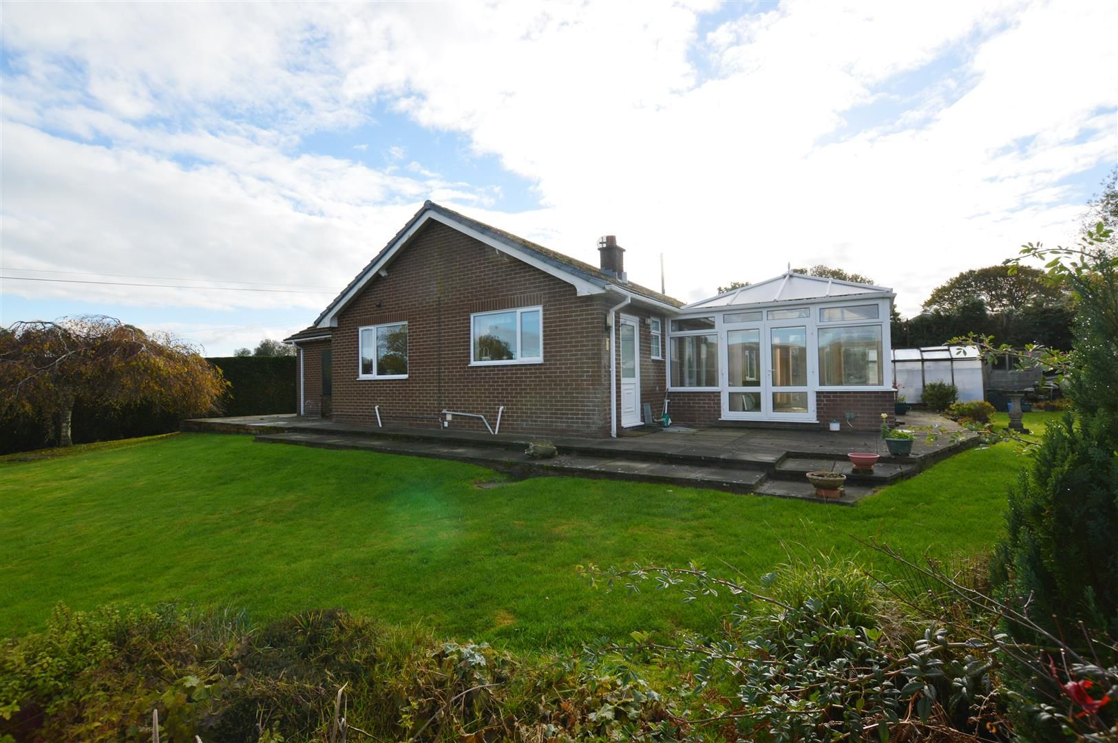 3 bed detached-bungalow for sale in Llandrindod Wells 7