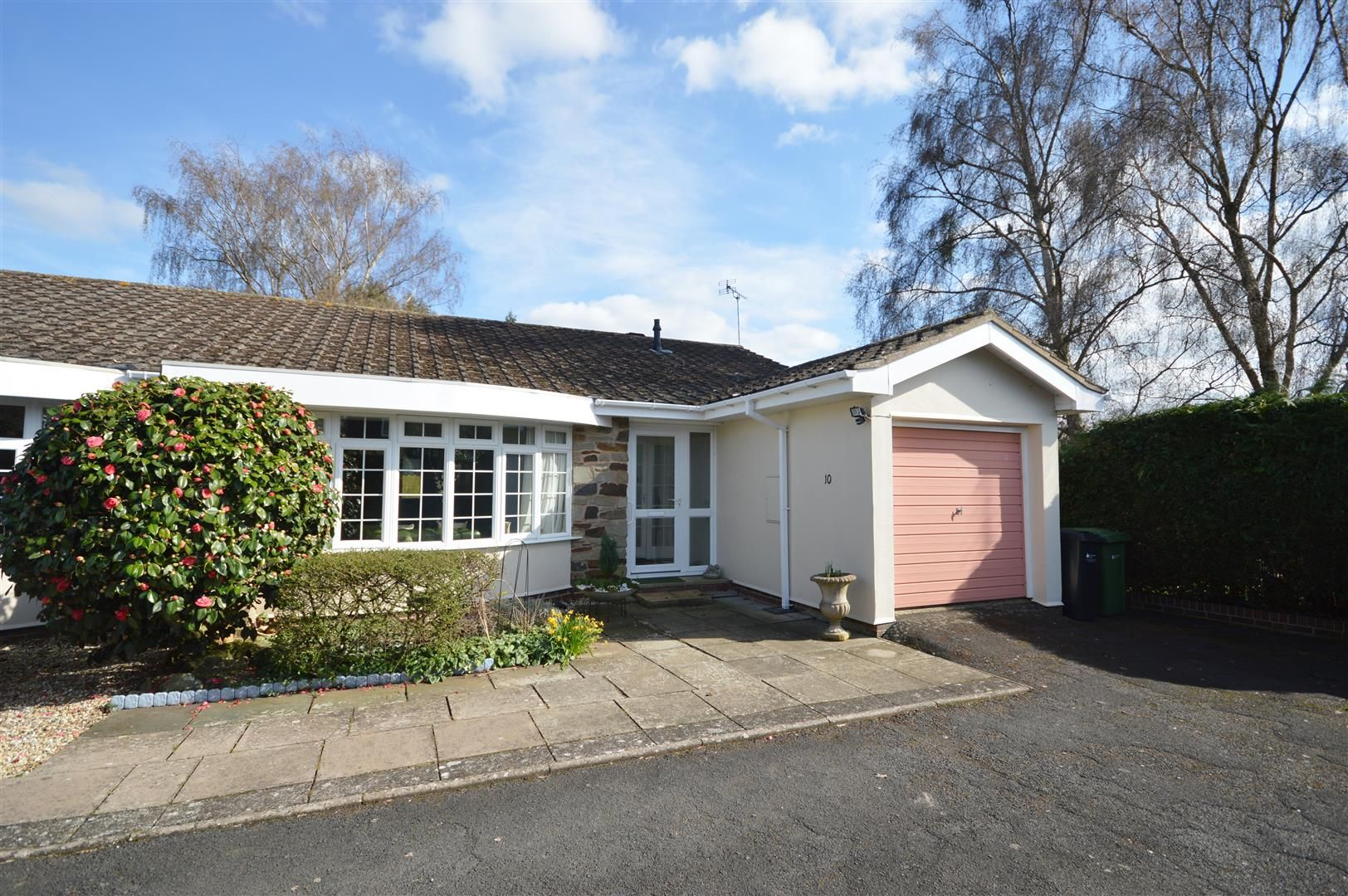 2 bed semi-detached bungalow for sale in Leominster - Property Image 1