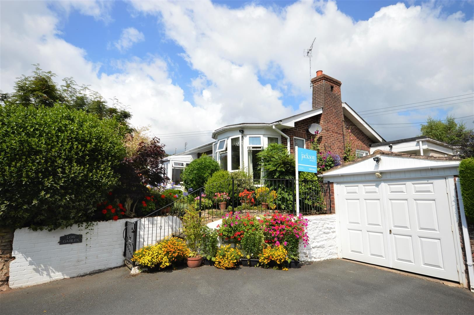 3 bed detached-bungalow for sale in Leominster, HR6