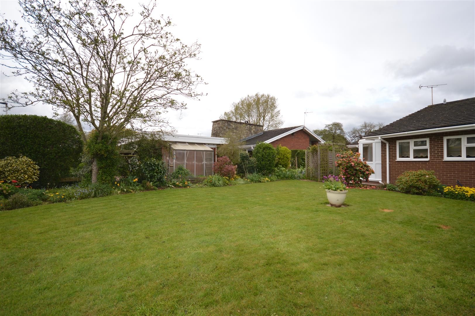 3 bed detached-bungalow for sale in Bodenham 6