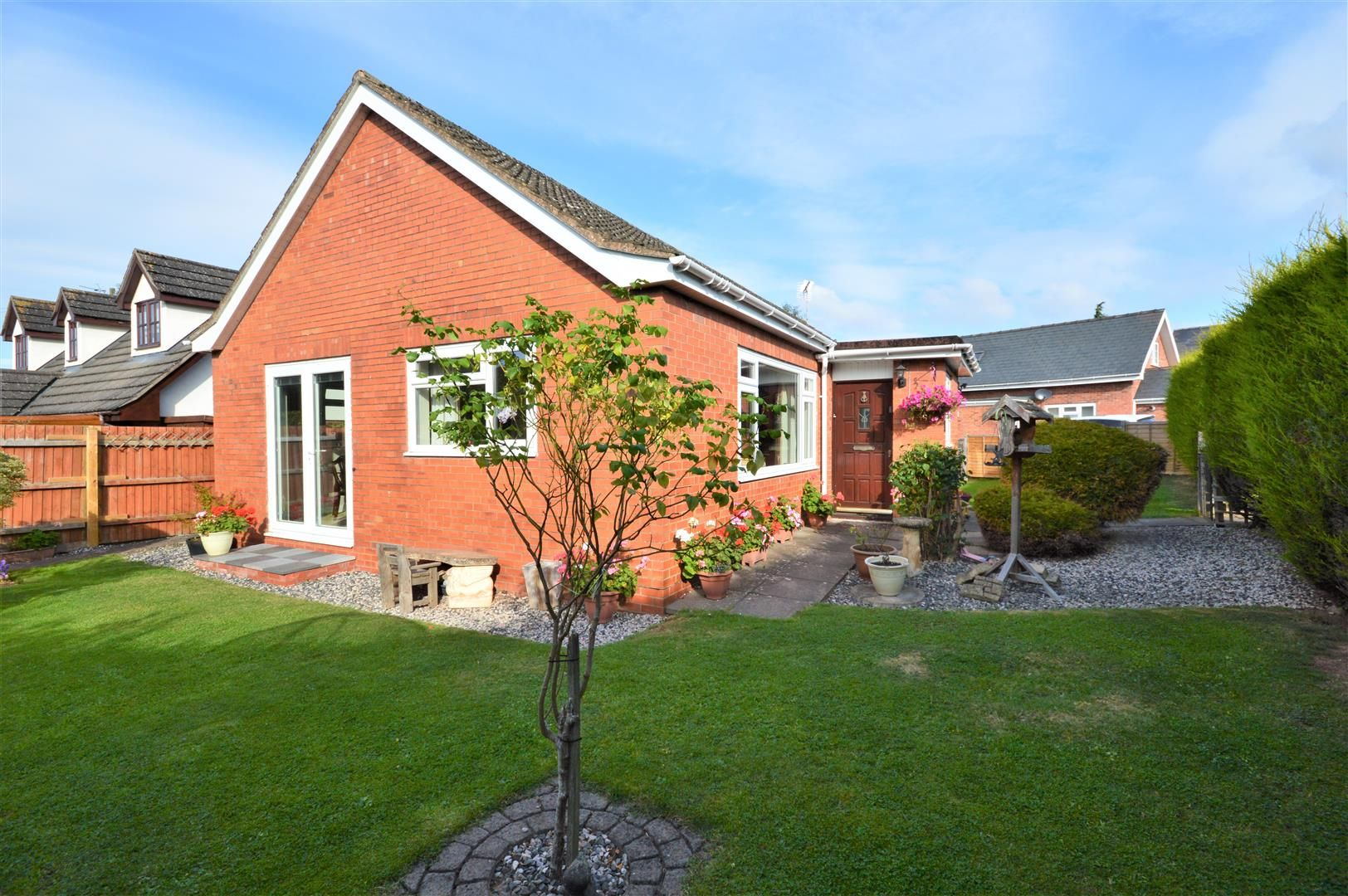4 bed detached-bungalow for sale in Marden, HR1