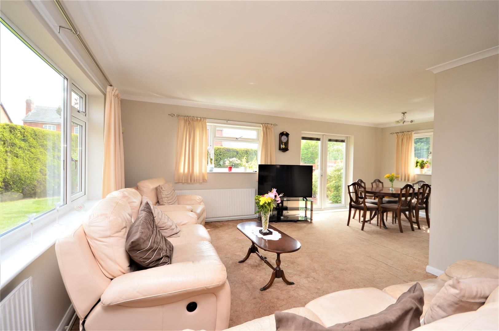 4 bed detached-bungalow for sale in Marden  - Property Image 2