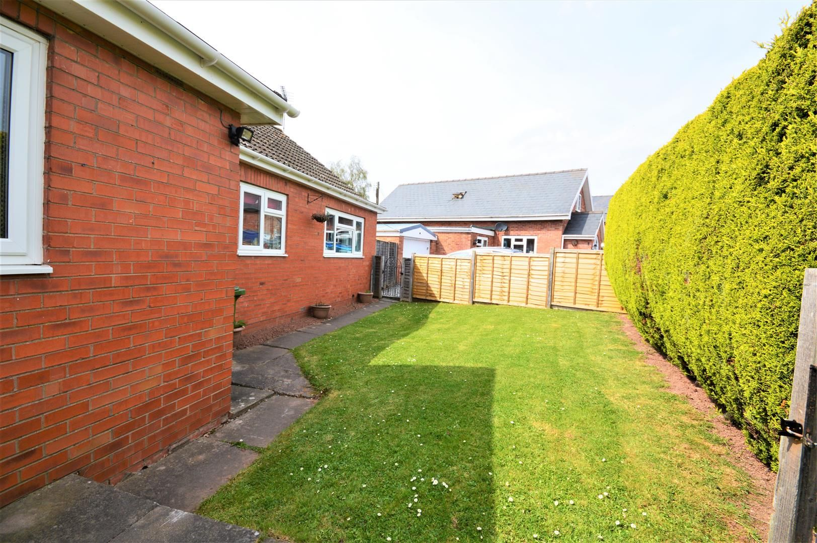 4 bed detached-bungalow for sale in Marden 17