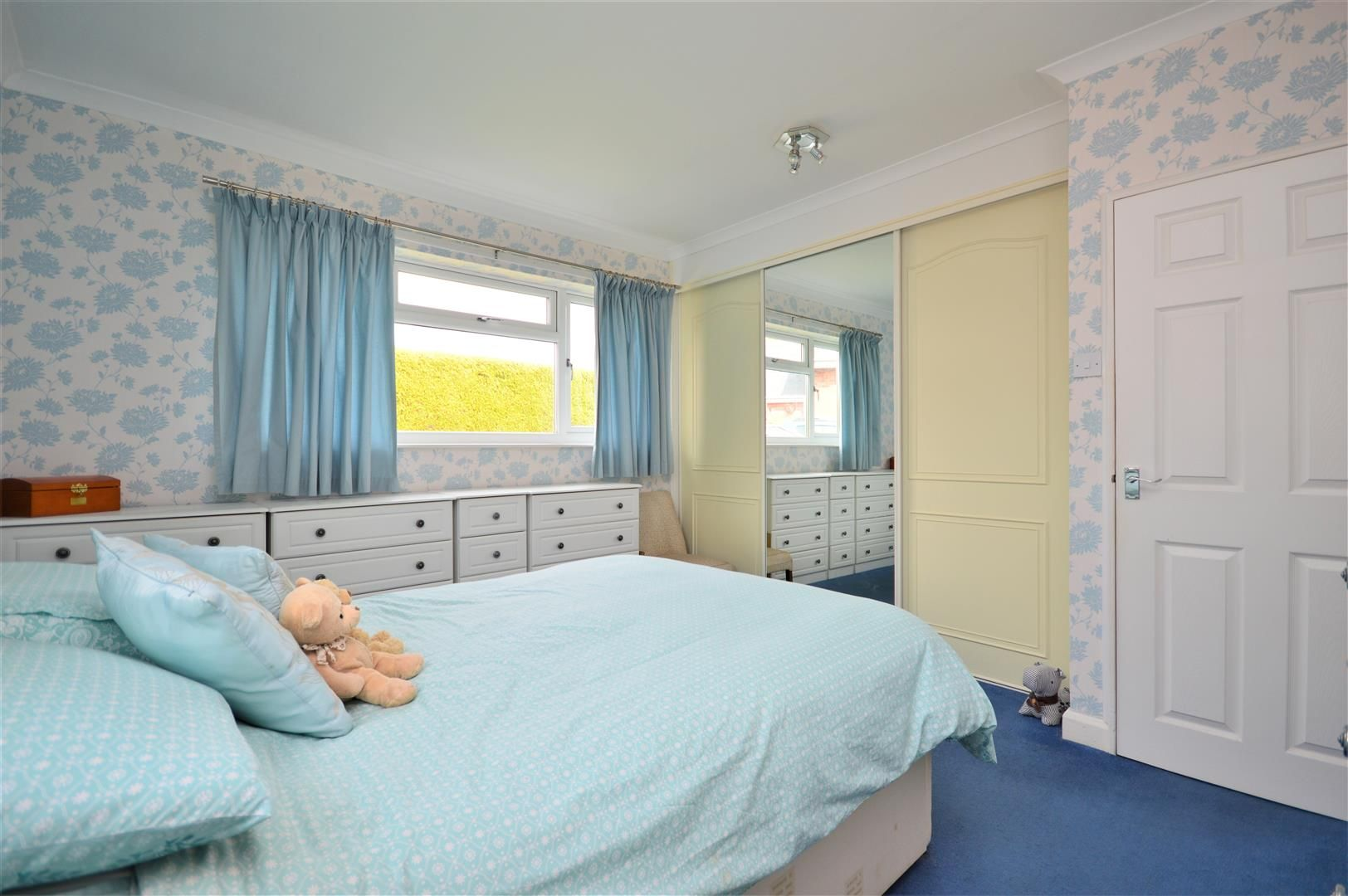 4 bed detached-bungalow for sale in Marden 8