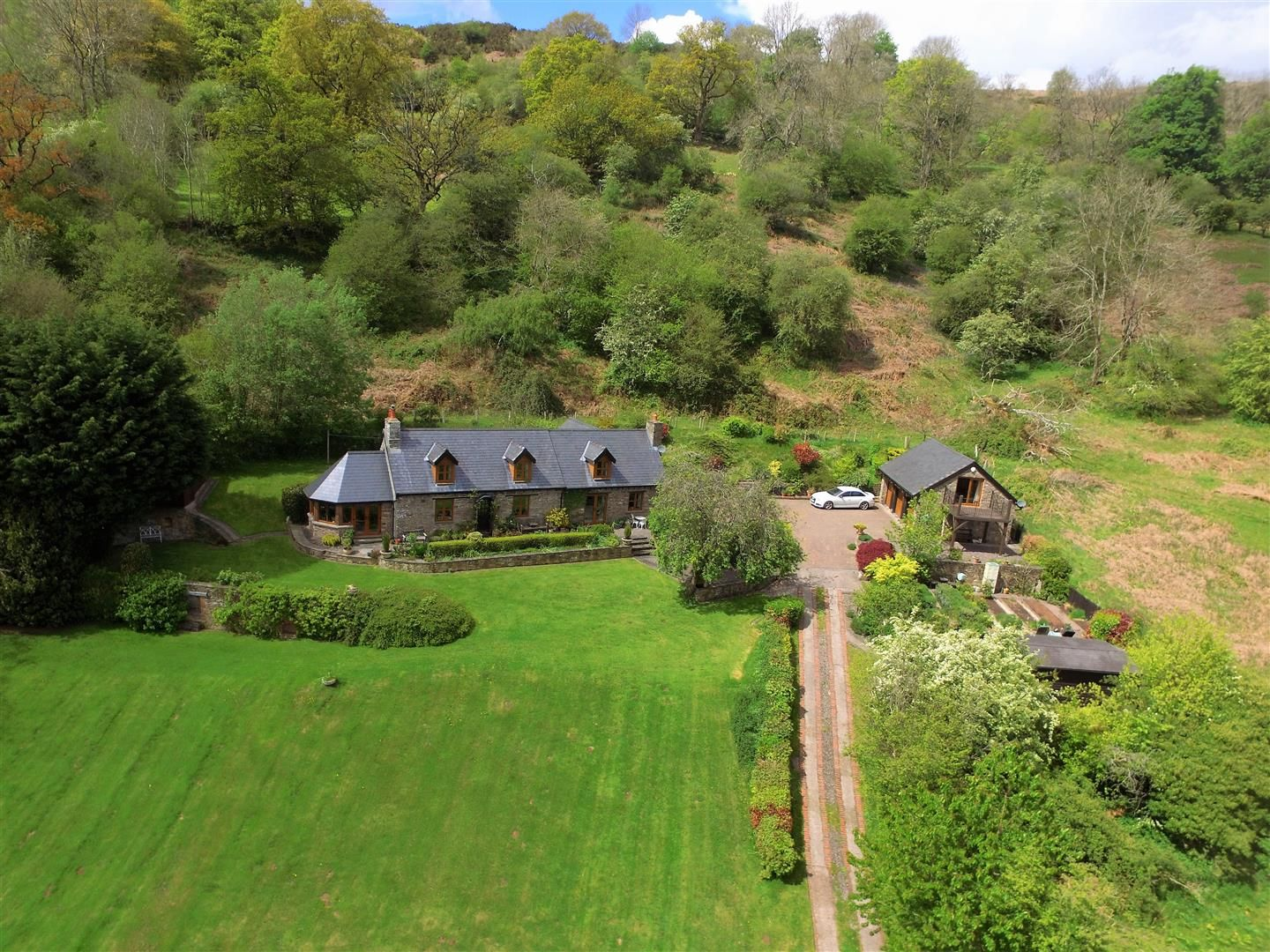 3 bed detached for sale in Cwmdu 24