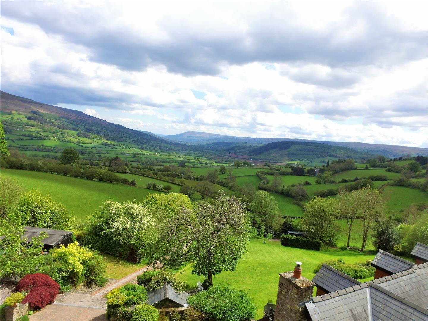 3 bed detached for sale in Cwmdu 5