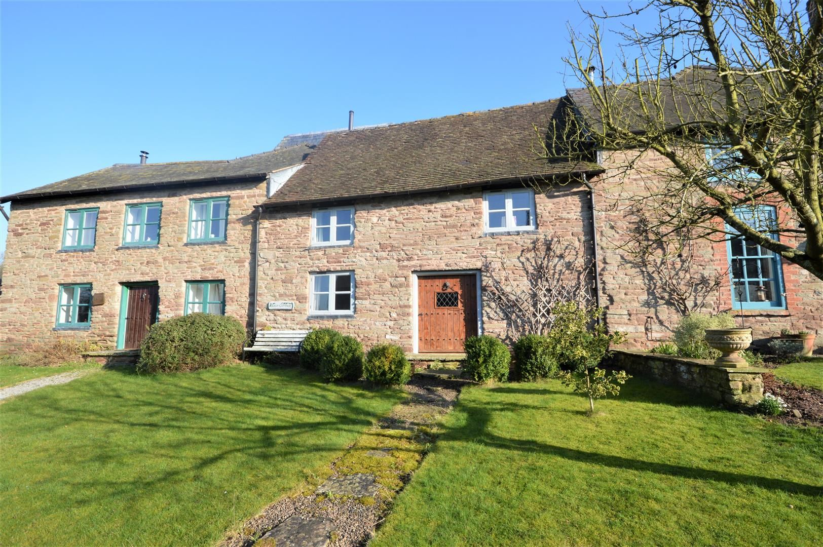 3 bed barn-conversion for sale in Stoke Prior 1