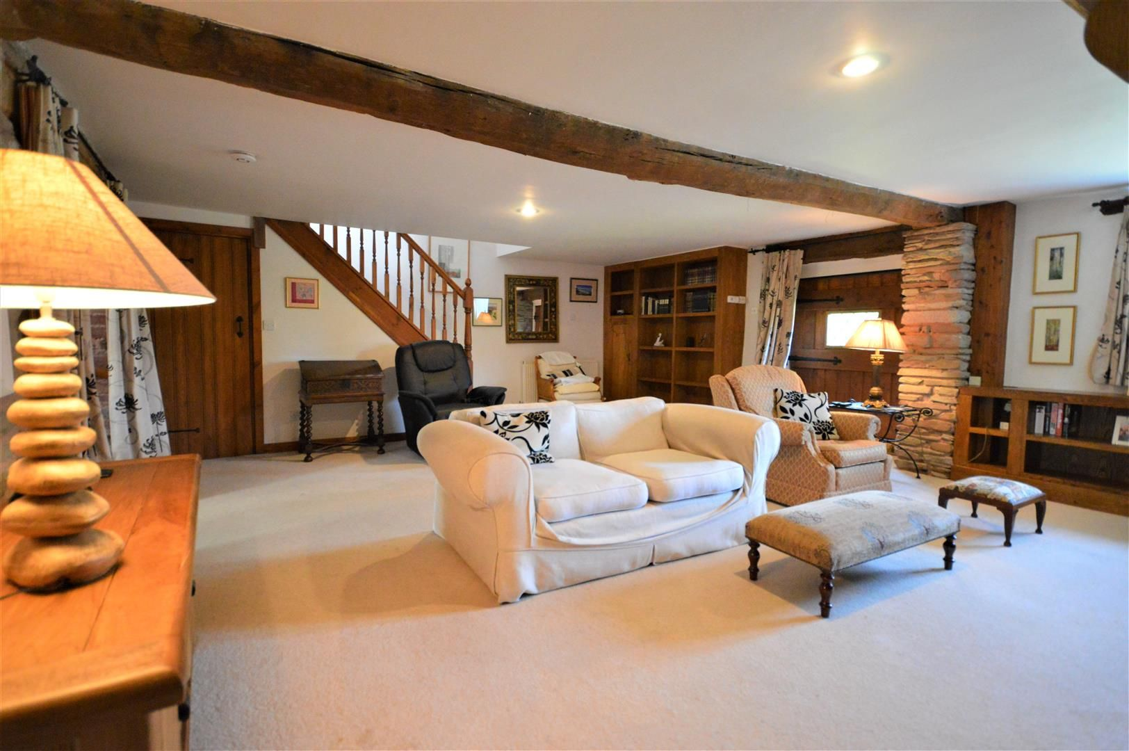 3 bed barn-conversion for sale in Stoke Prior 2