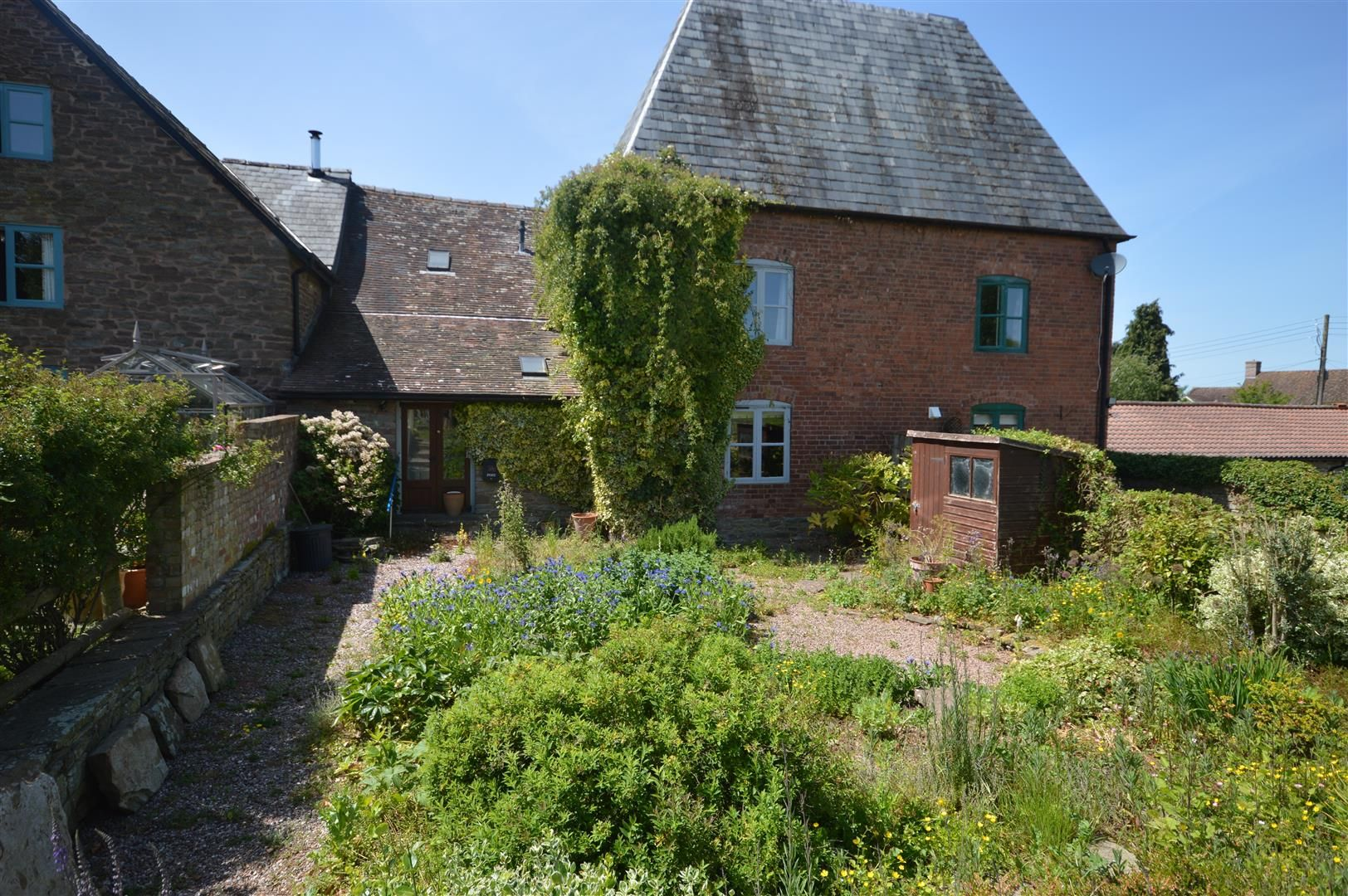 3 bed barn-conversion for sale in Stoke Prior 16