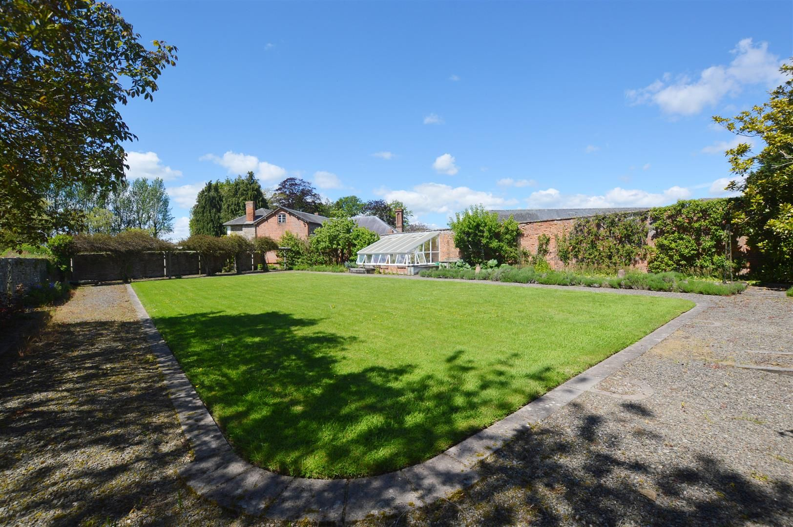 6 bed country house for sale in Pembridge 12
