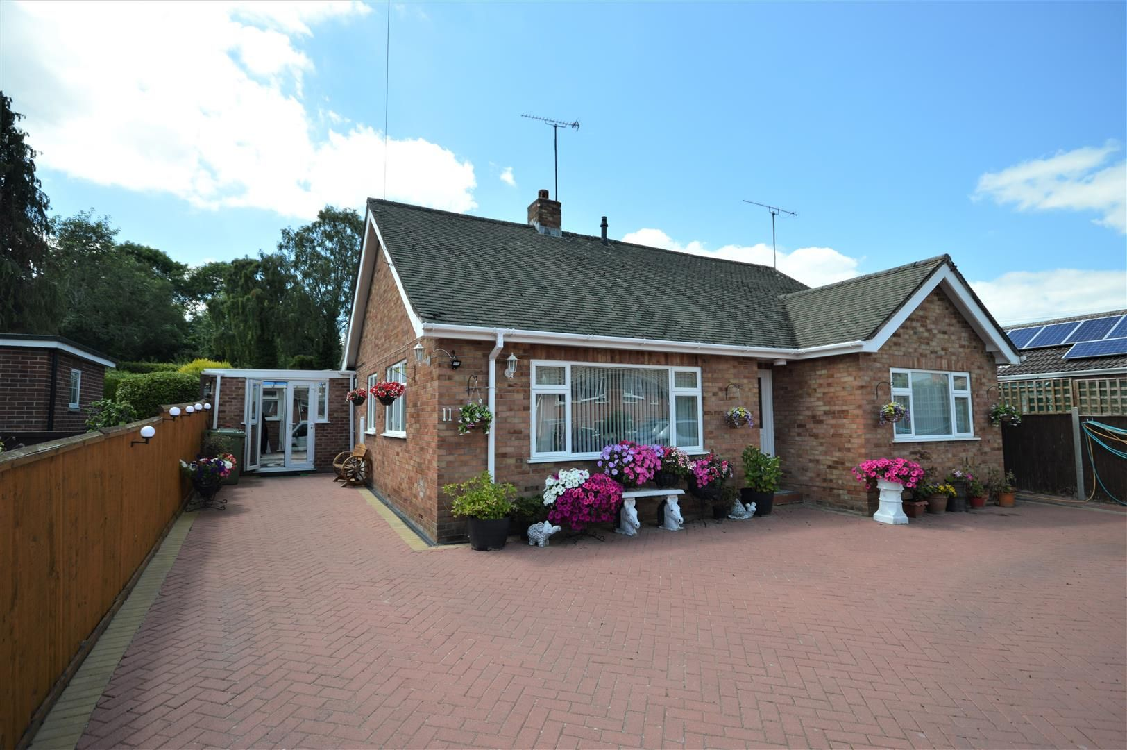 3 bed detached bungalow for sale in Leominster - Property Image 1