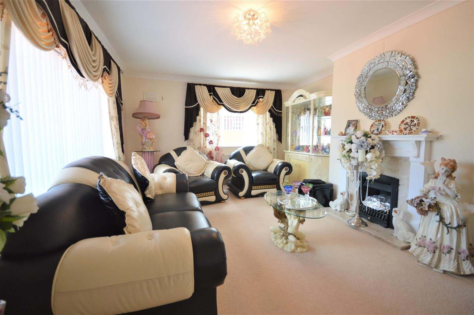 3 bed detached bungalow for sale in Leominster 2