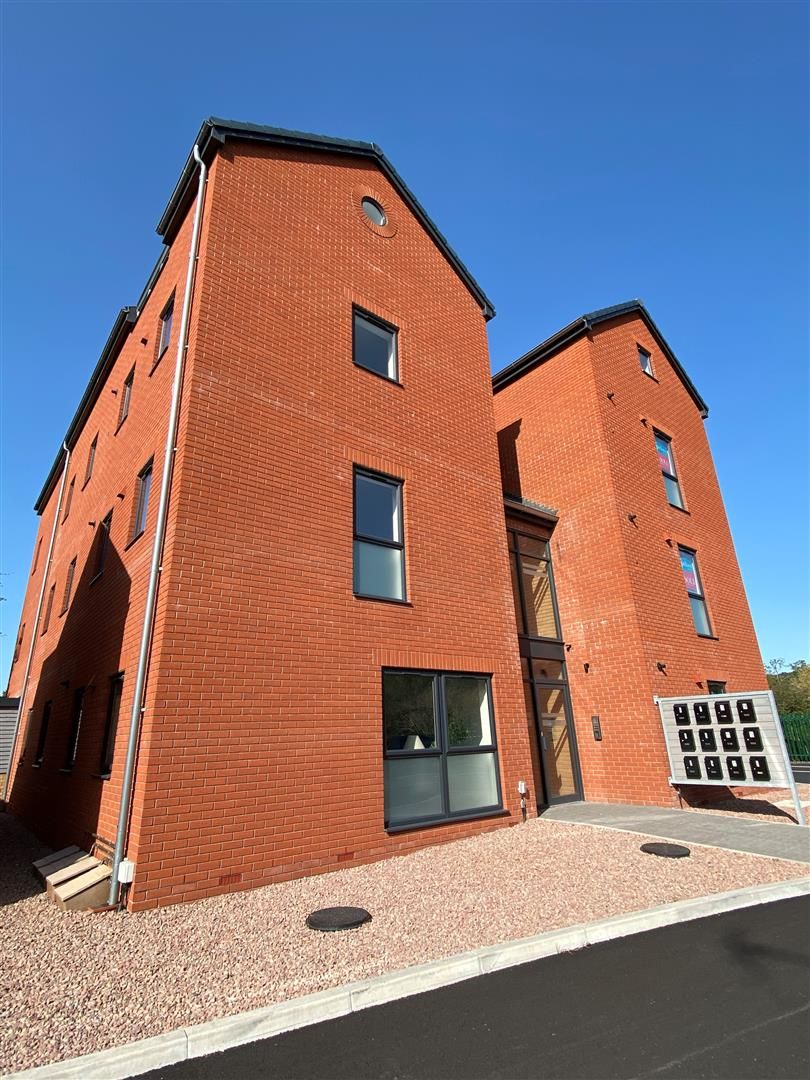 2 bed house for sale in Leominster 5