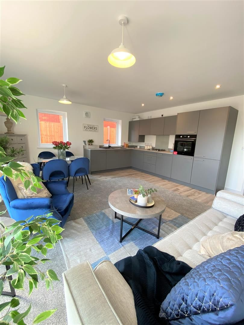 2 bed house for sale in Leominster 6