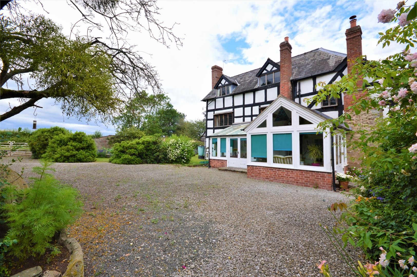 4 bed detached for sale in Dilwyn 30