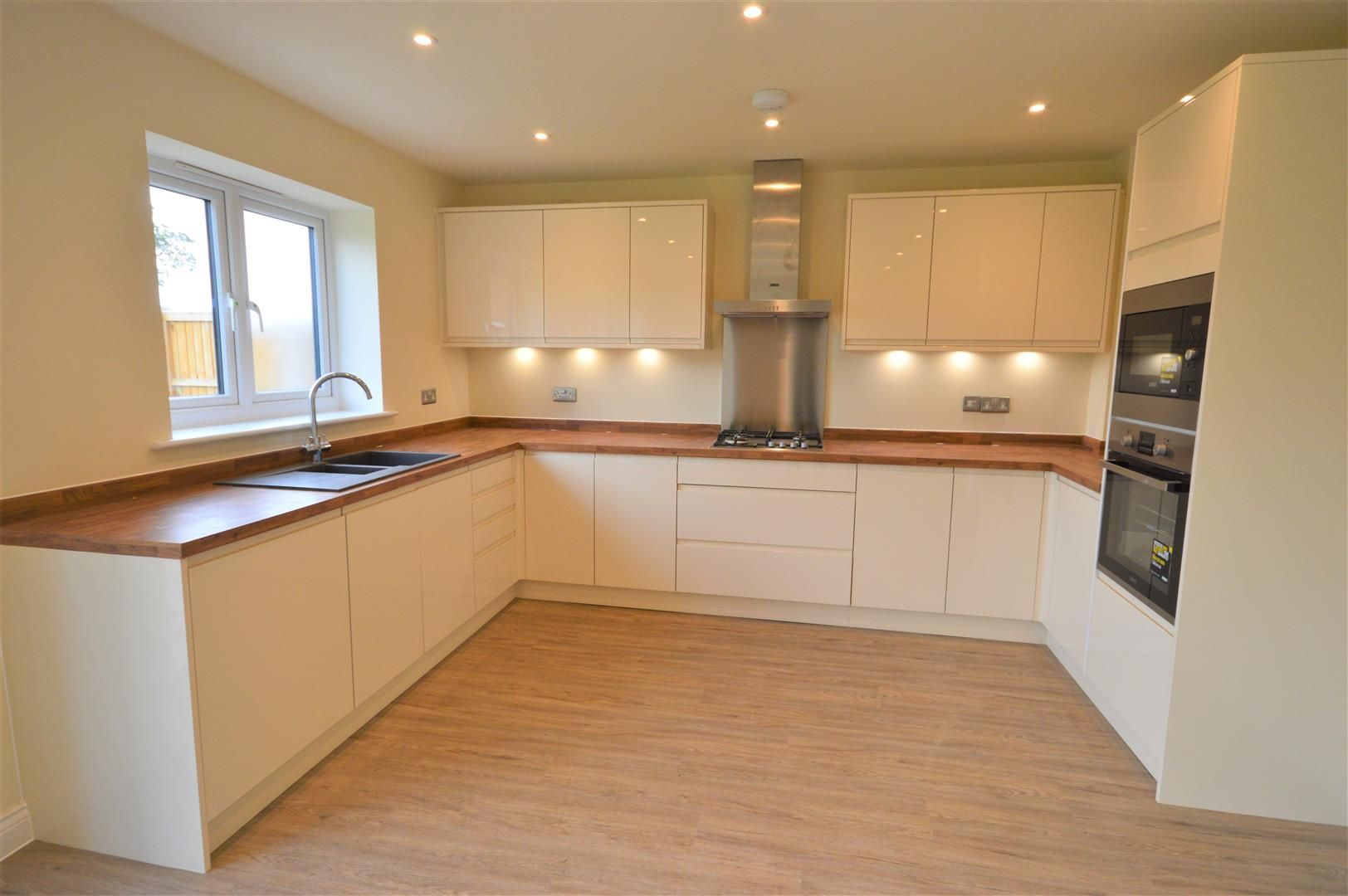 4 bed detached for sale in Kingsland 3