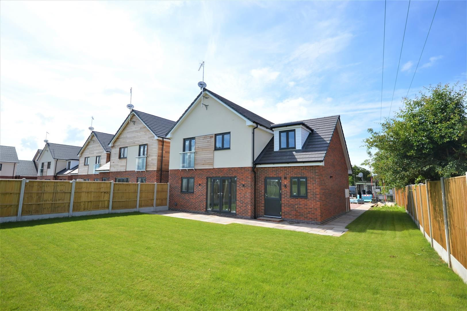 4 bed detached for sale in Kingsland 10