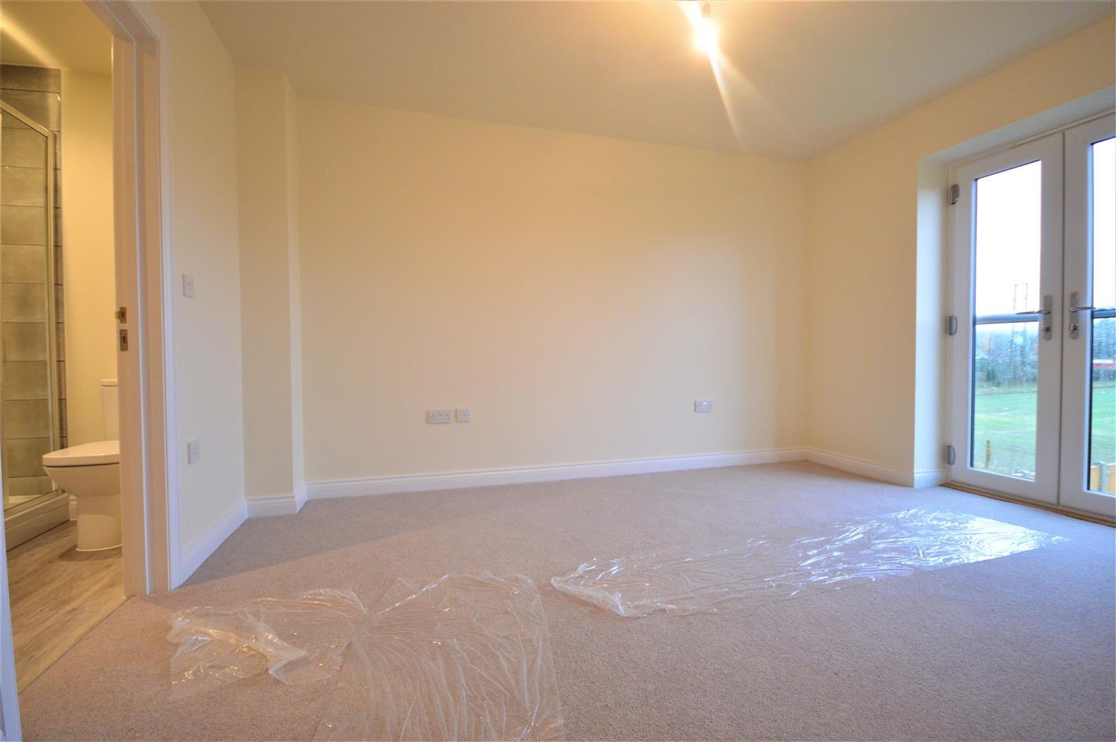 4 bed detached for sale in Kingsland 9