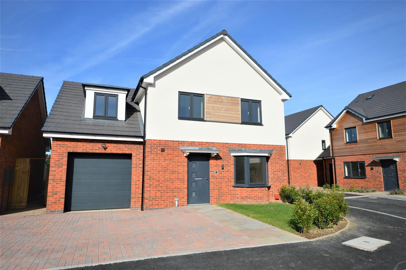 4 bed detached for sale in Kingsland 1