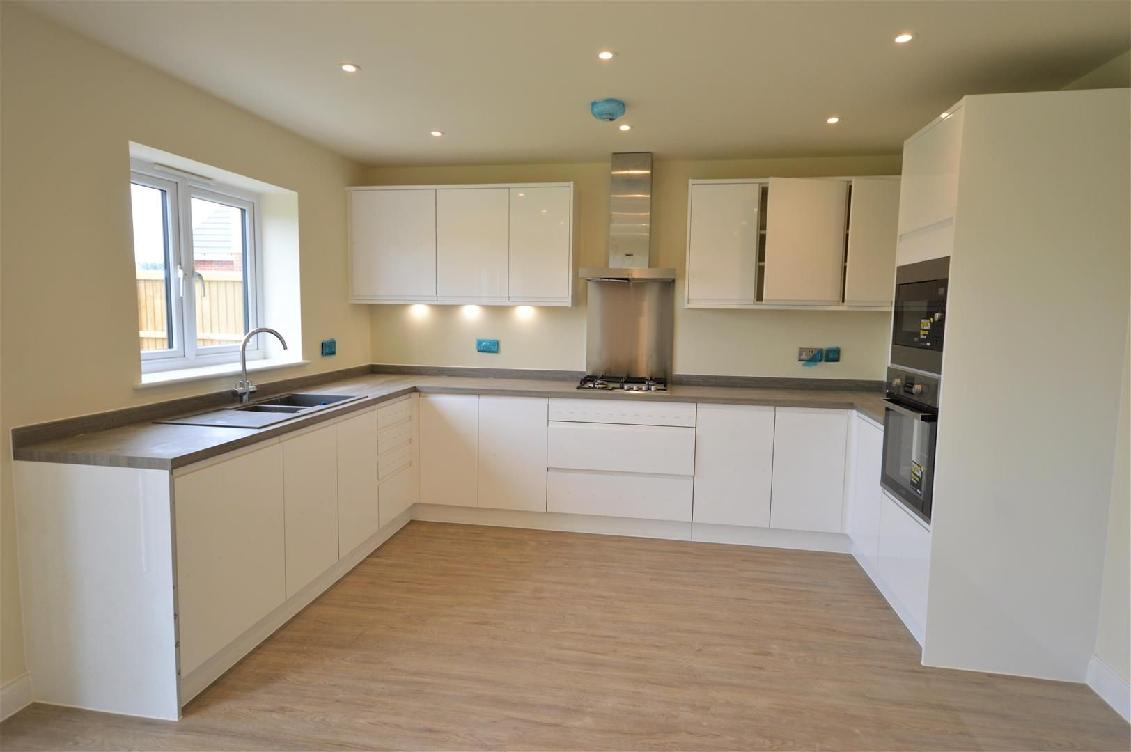 4 bed detached for sale in Kingsland  - Property Image 2