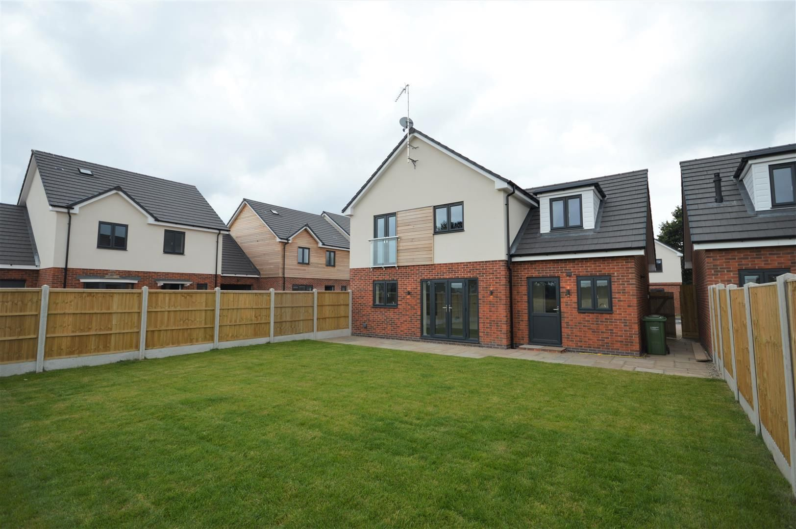 4 bed detached for sale in Kingsland 9