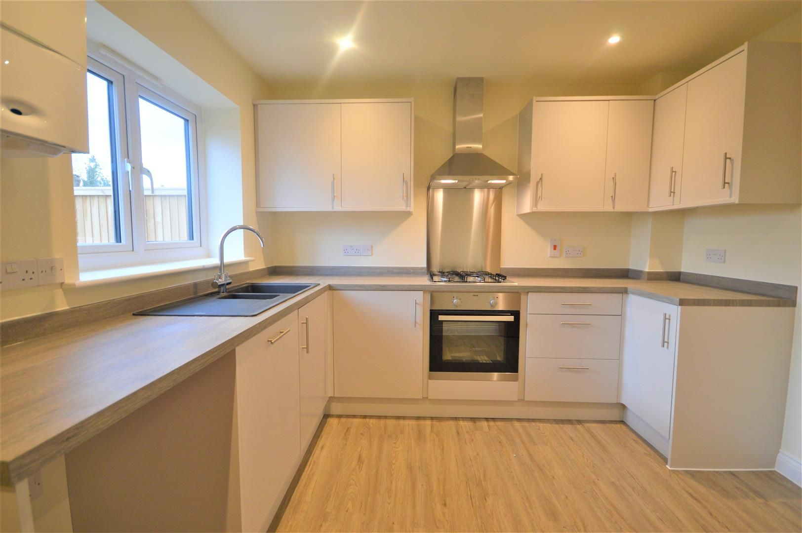 2 bed terraced for sale in Kingsland 2