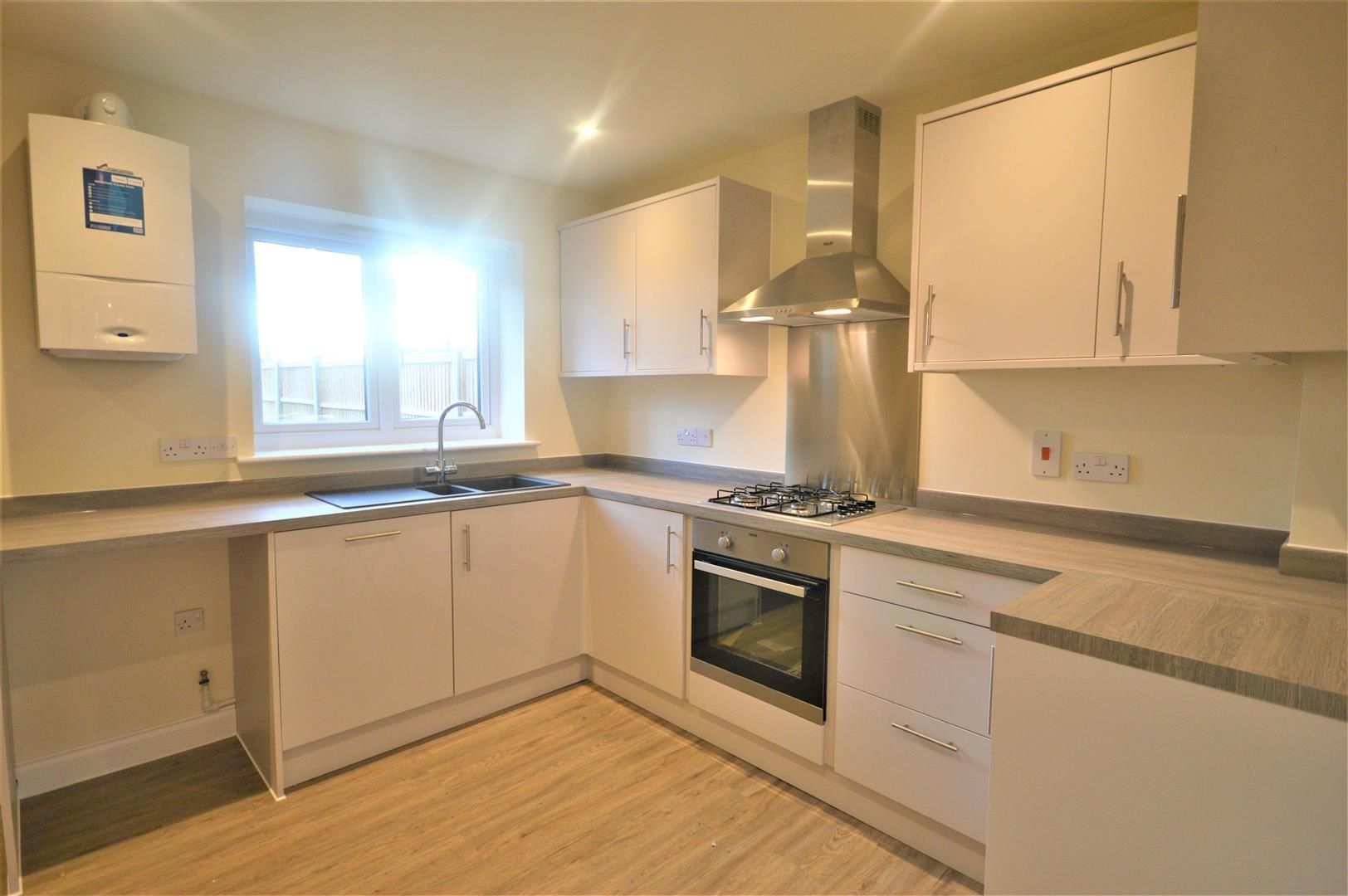 2 bed terraced for sale in Kingsland 3