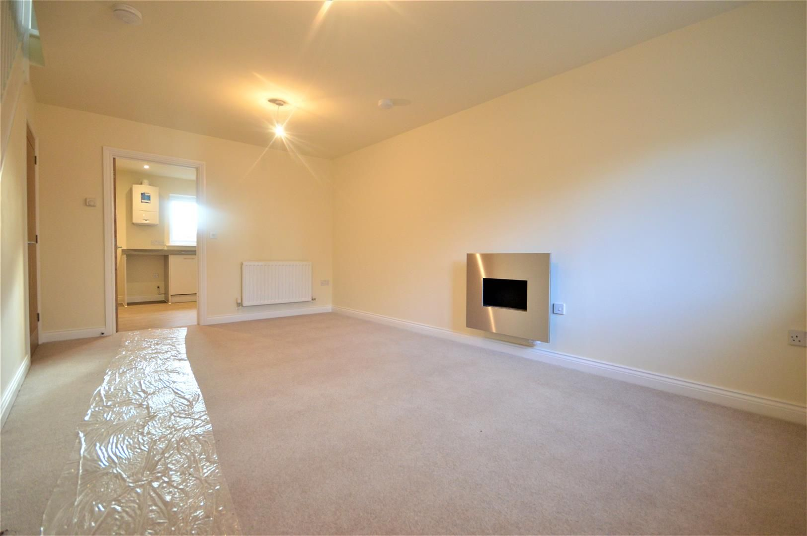 2 bed terraced for sale in Kingsland 4