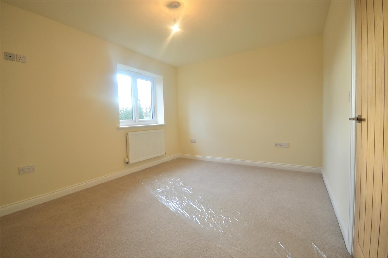 2 bed terraced for sale in Kingsland 6