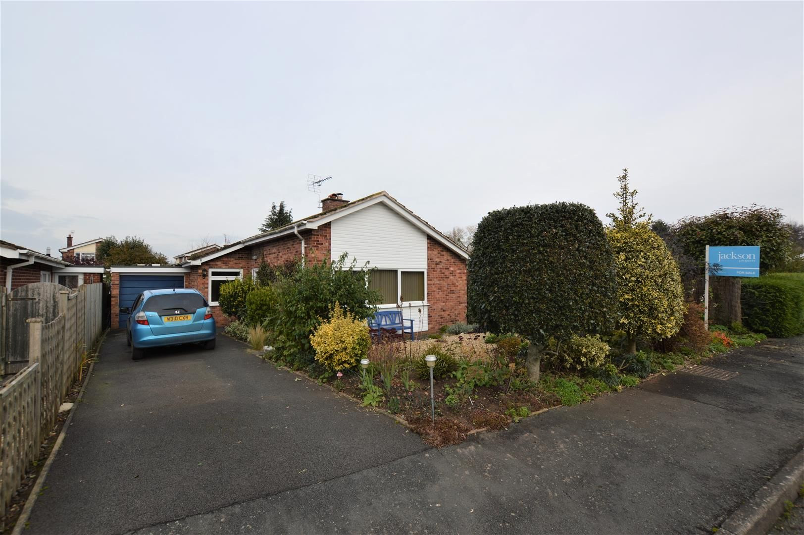 3 bed detached-bungalow for sale in Bodenham 1
