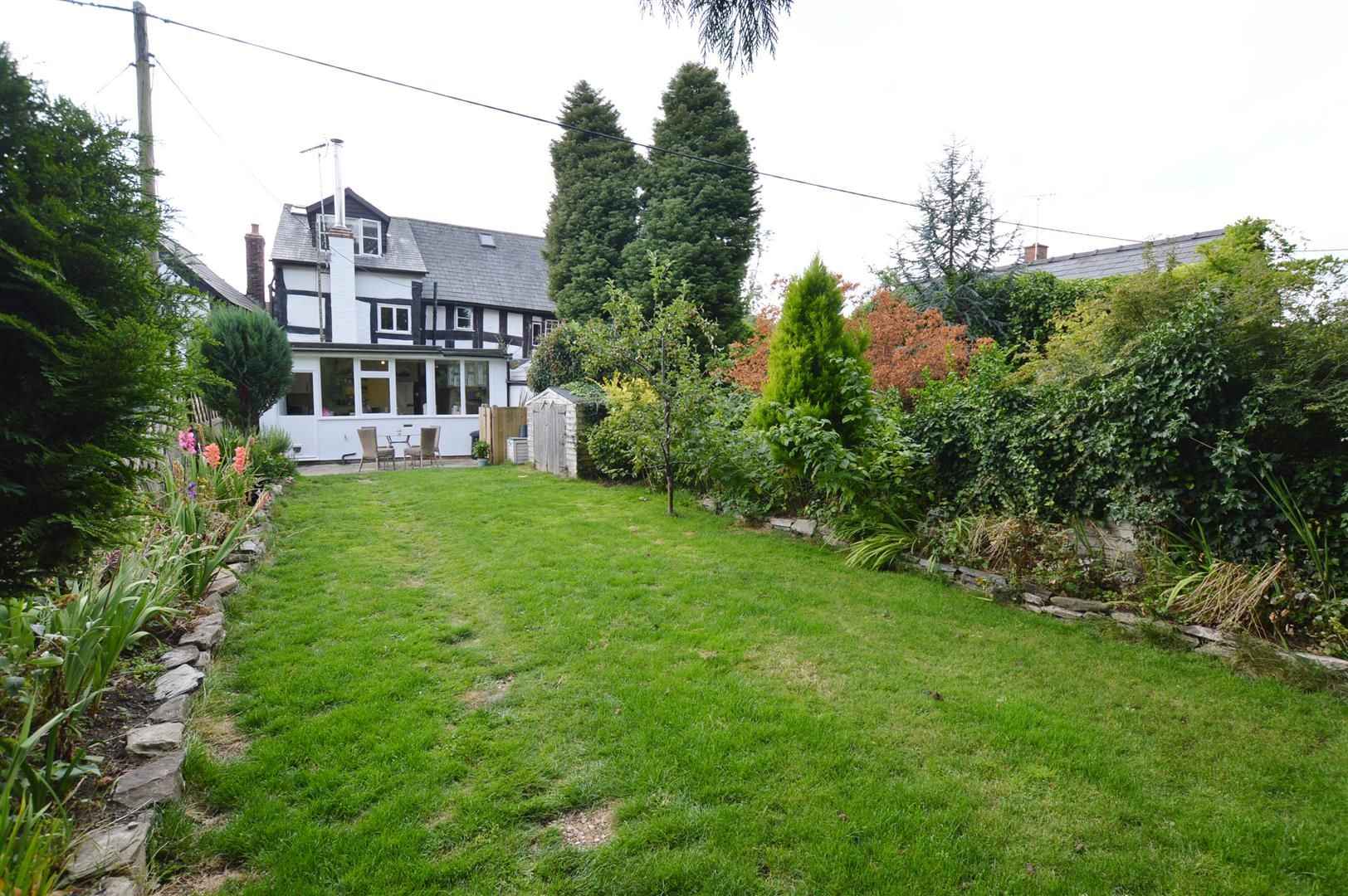 3 bed cottage for sale in Pembridge 6