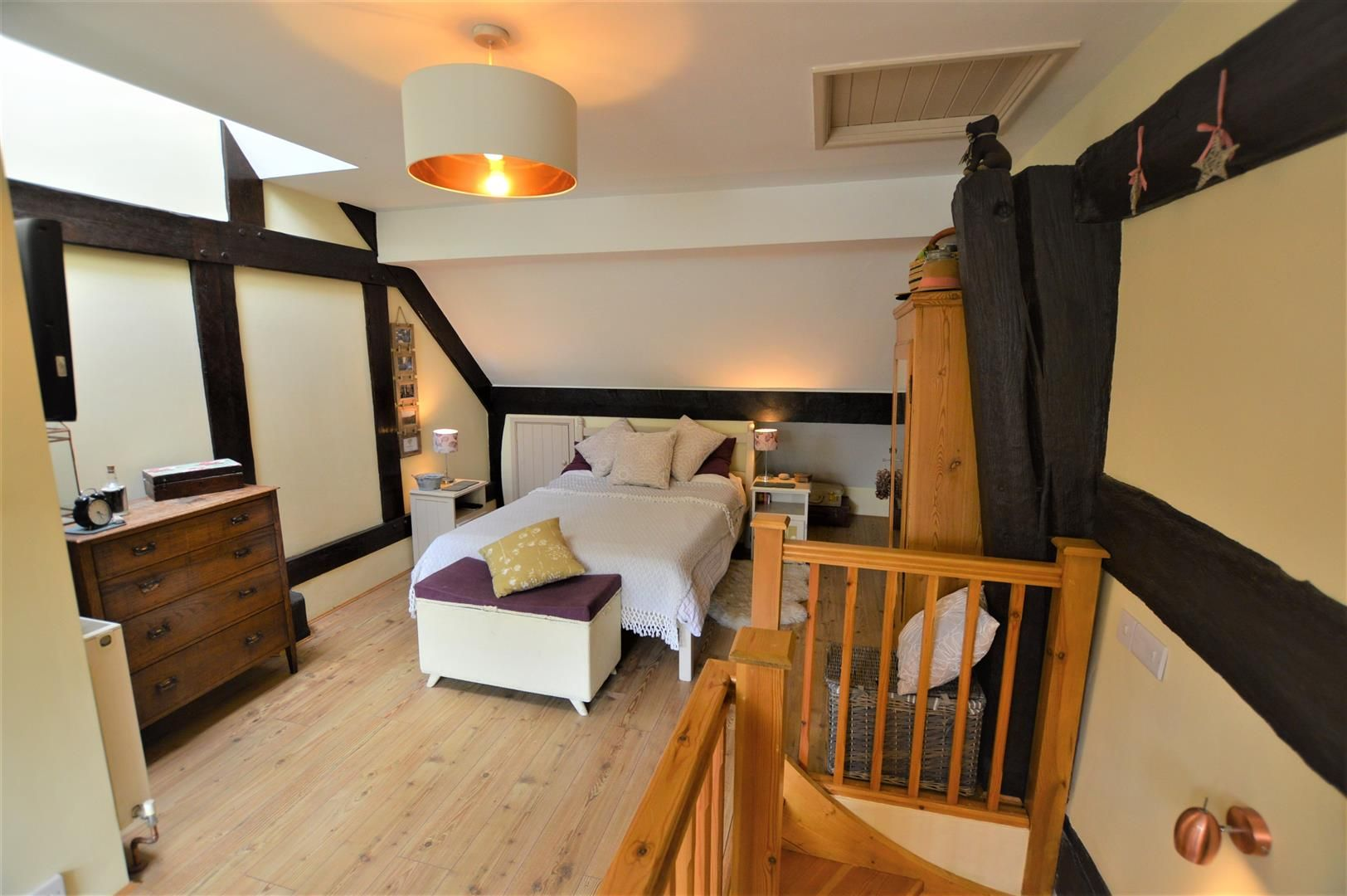 3 bed cottage for sale in Pembridge 8