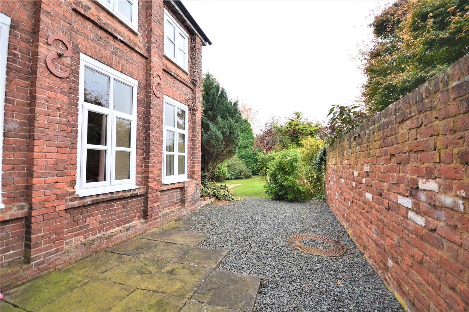 4 bed semi-detached for sale in Nr Madley 19