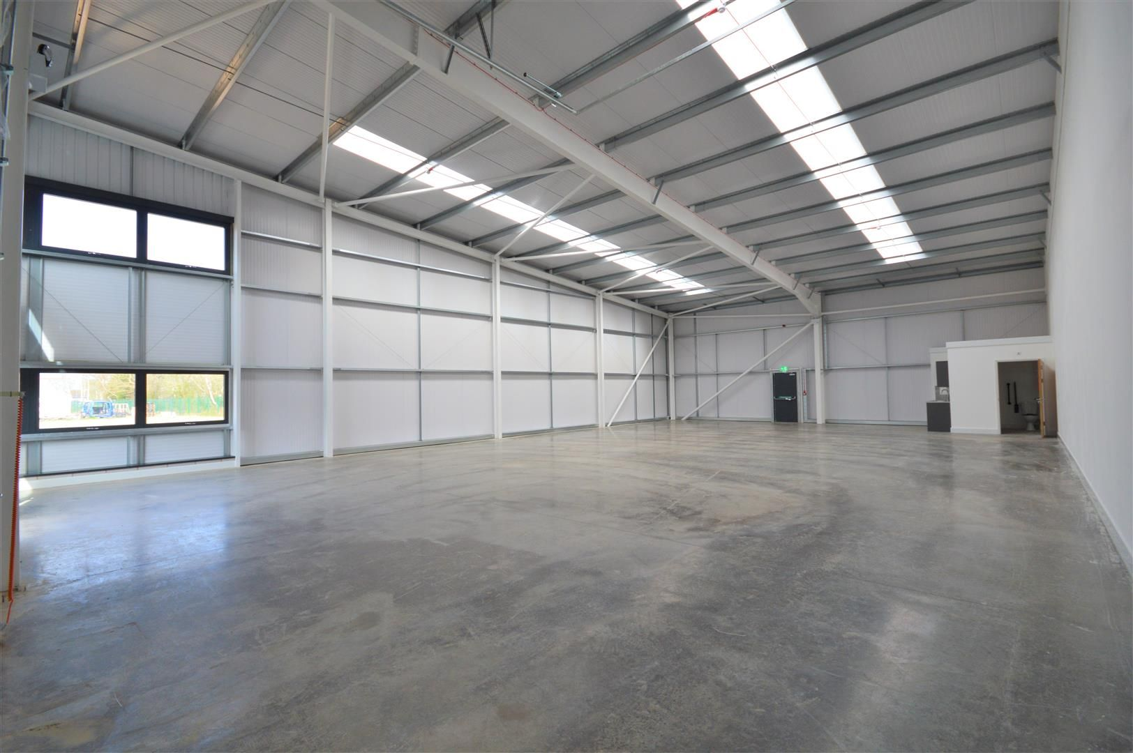 Warehouse to rent 3