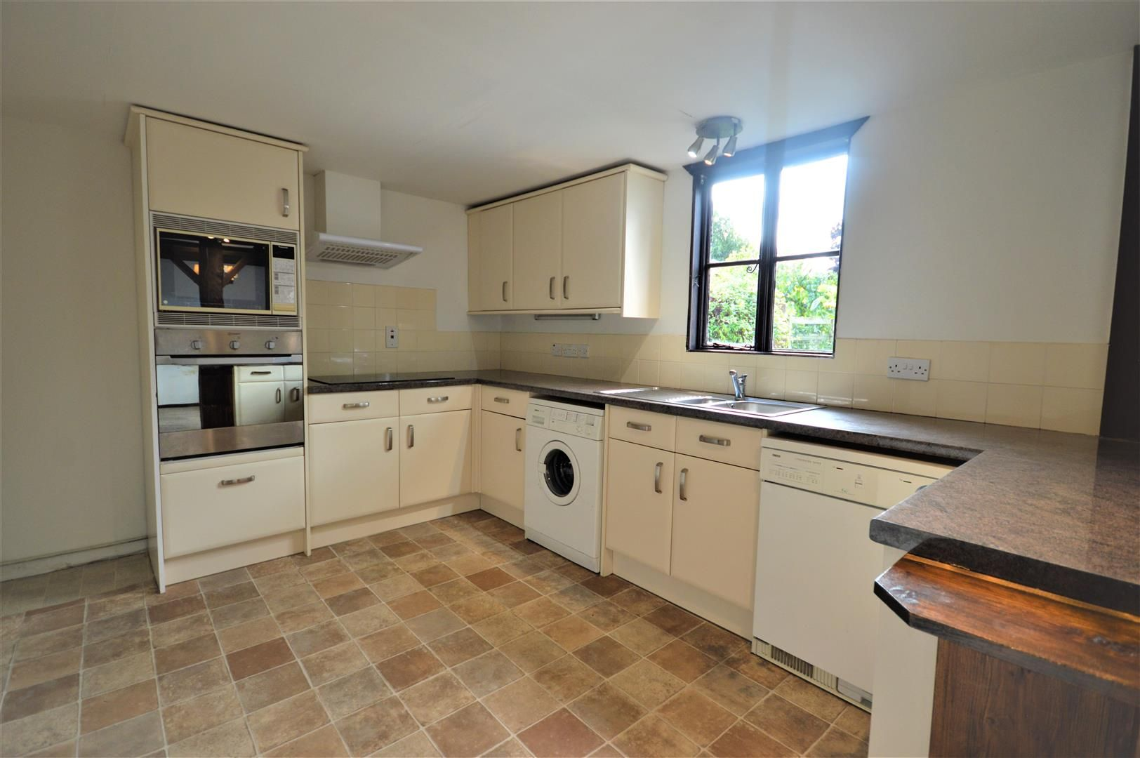 3 bed end of terrace for sale in Luston 5