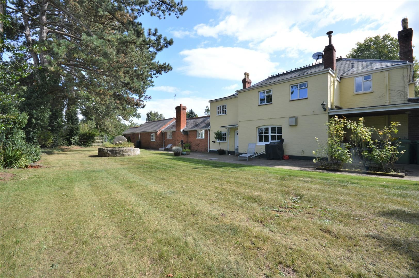5 bed detached for sale in Stretton Sugwas 27