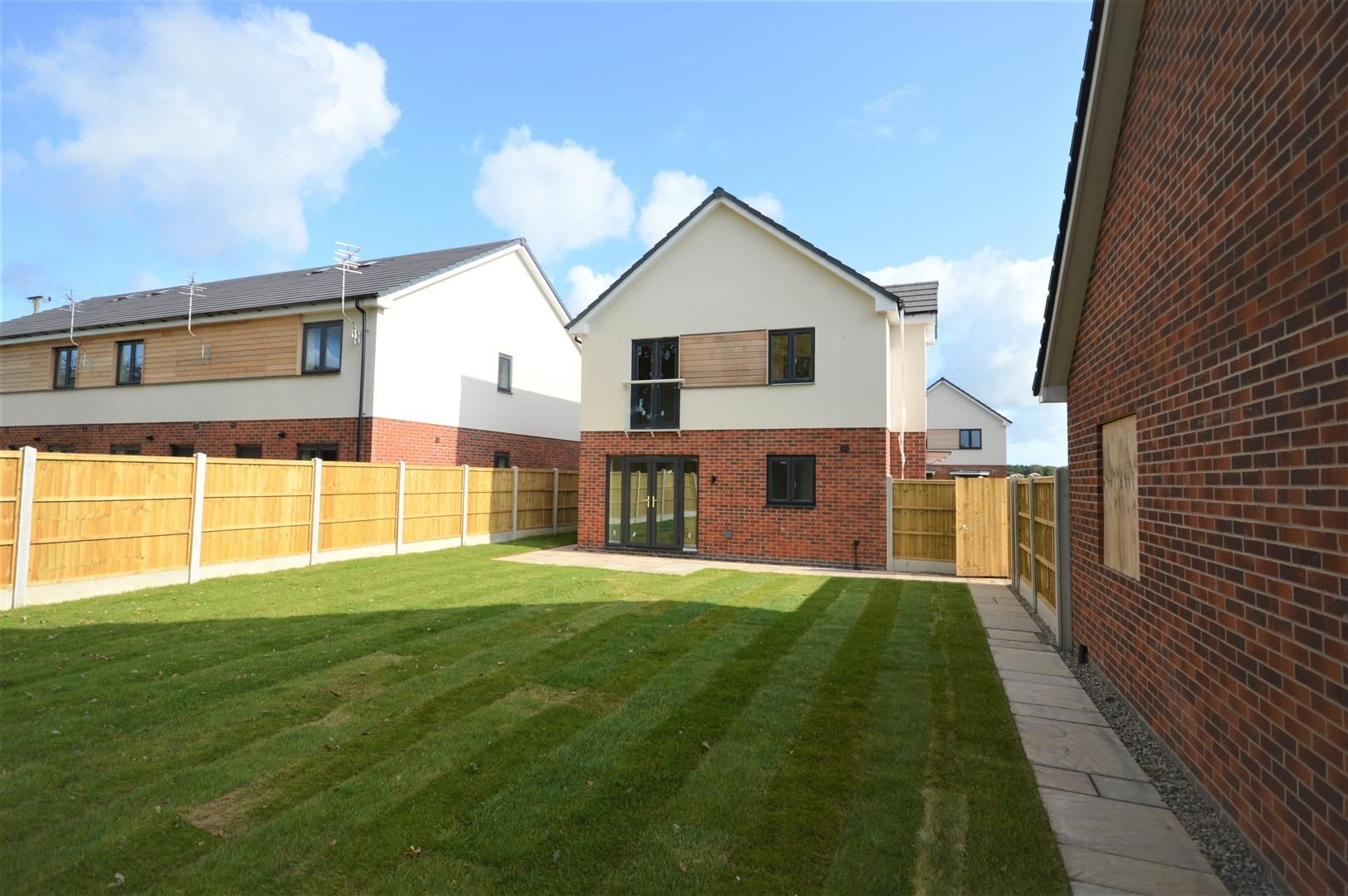 4 bed detached for sale in Kingsland 12